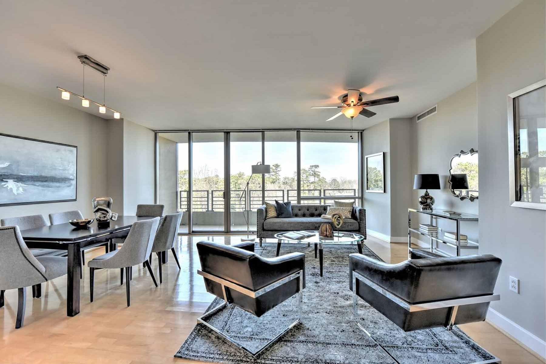 Condominio por un Venta en Luxury Living in Buckhead 700 Park Regency Pl 1108 Atlanta, Georgia, 30326 Estados Unidos