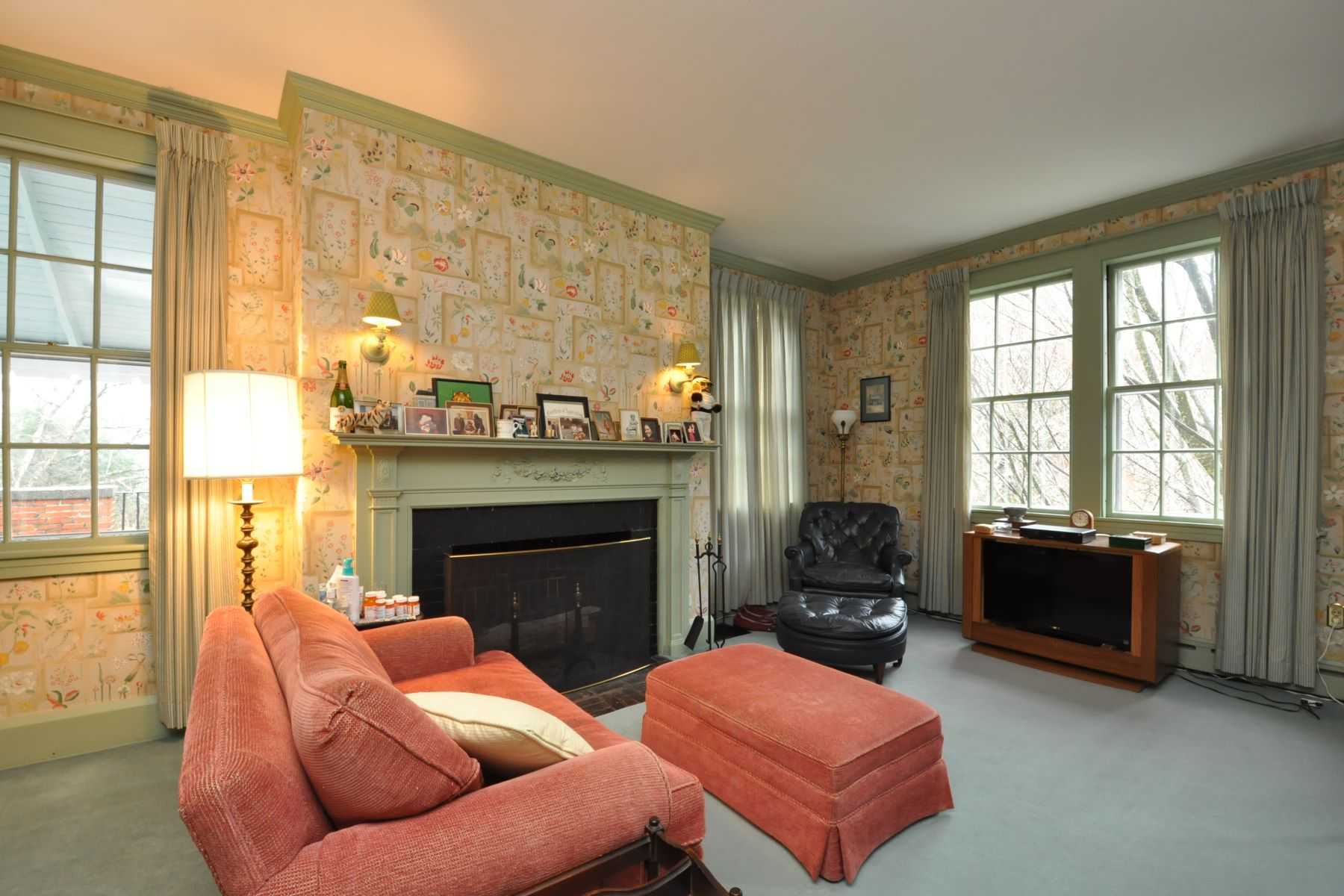 Additional photo for property listing at Grand And Gracious English House 13 Essex St Hamilton, Massachusetts 01982 United States