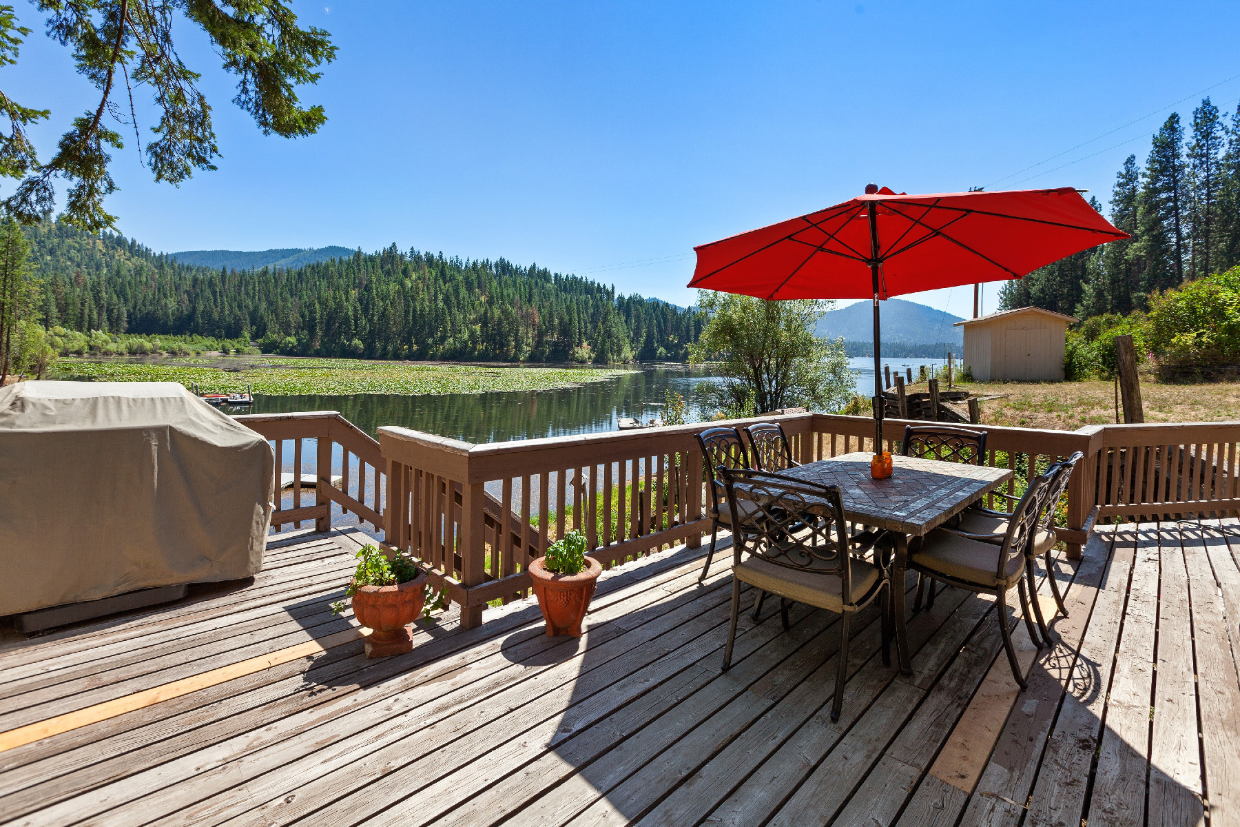 Single Family Homes のために 売買 アット Hayden Lake Adorable Cabin 19489 E Hayden Lake Rd, Hayden, アイダホ 83835 アメリカ