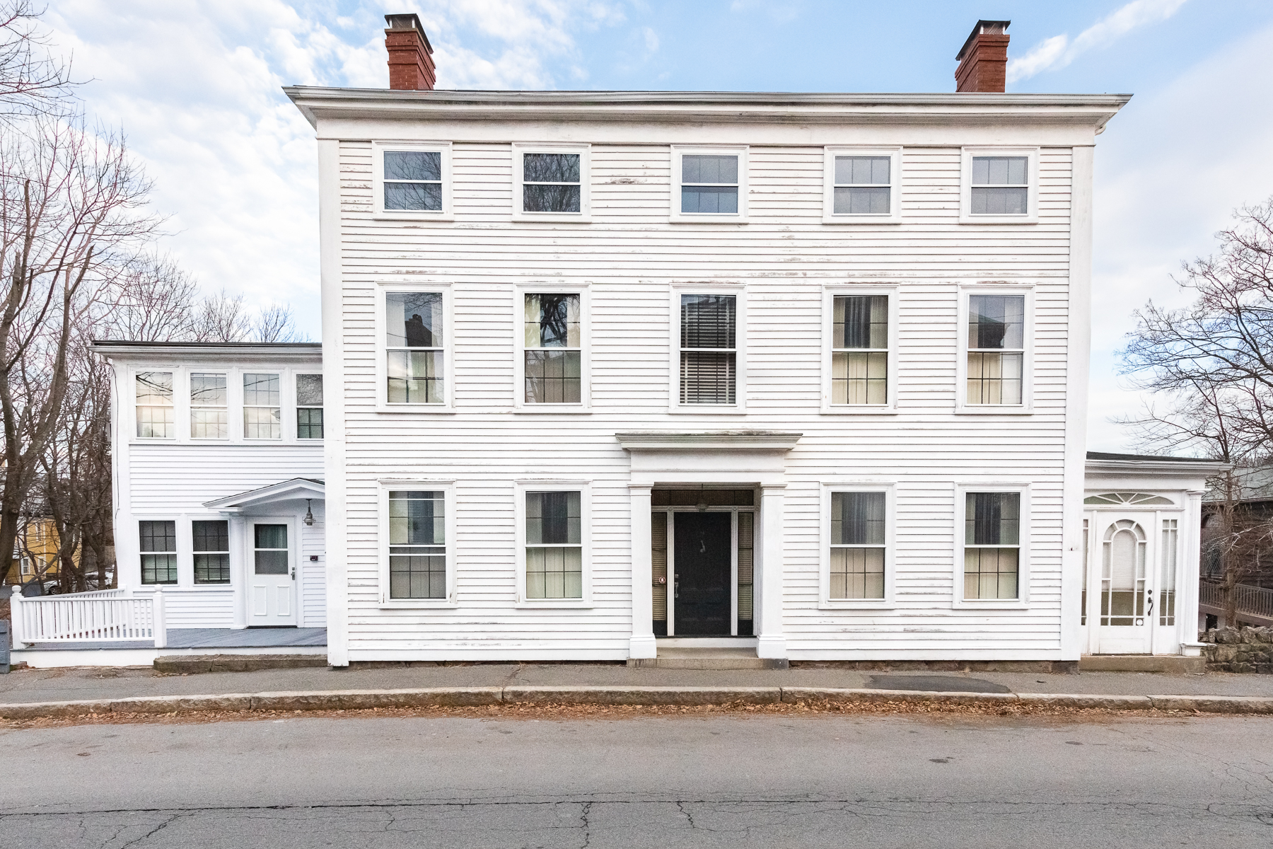 Single Family Homes 为 销售 在 Important Piece of Marblehead History 45-49 Pleasant Street 马布尔黑德, 马萨诸塞州 01945 美国