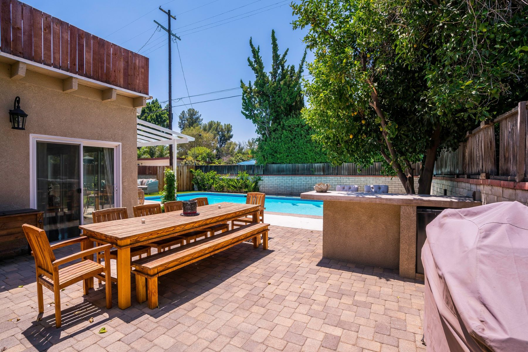 Additional photo for property listing at 6713 Blucher Ave  Van Nuys, California 91406 United States
