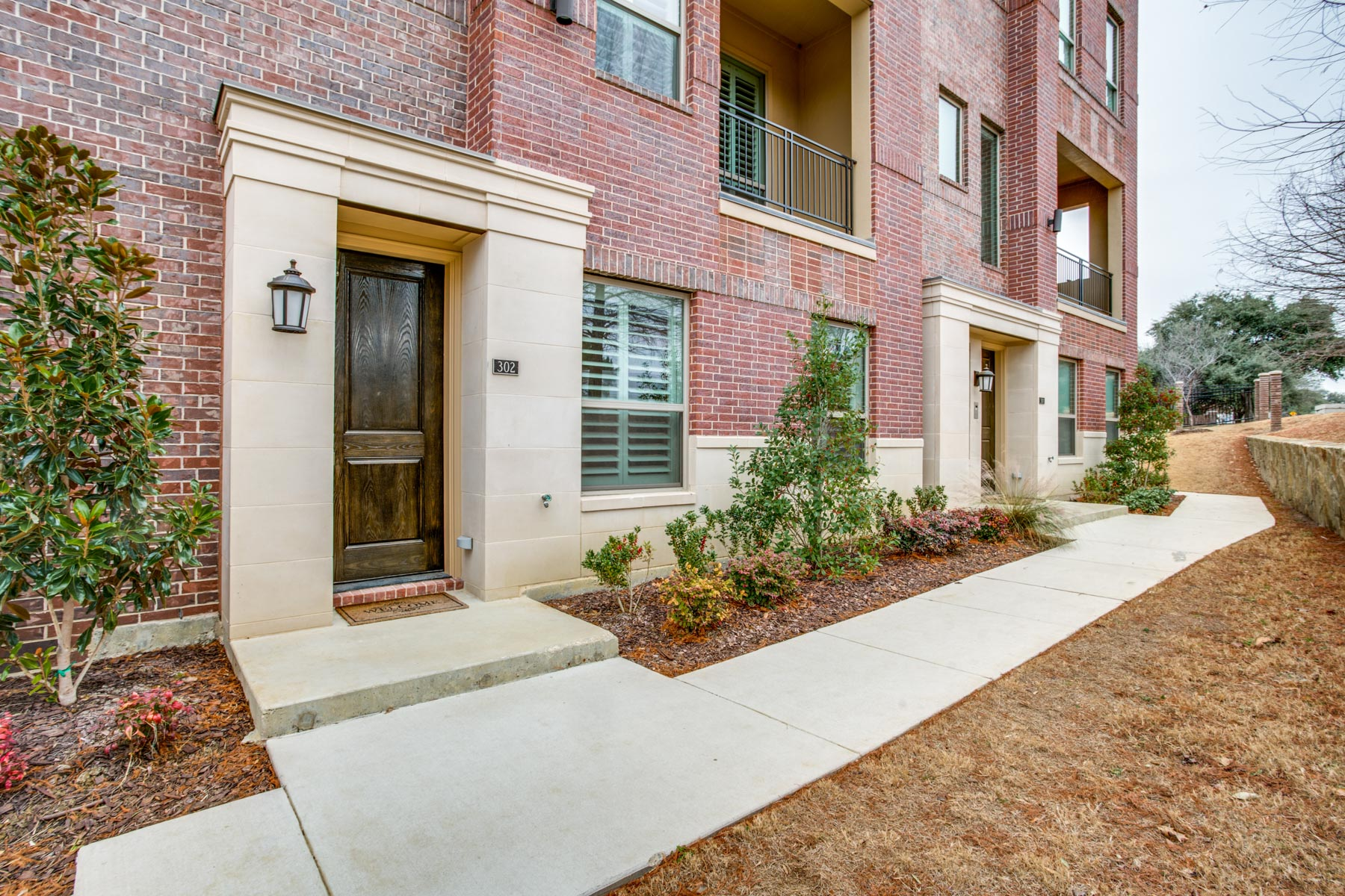 Condominio por un Venta en Gated Brownstone 101 Decker Street #302 Irving, Texas 75062 Estados Unidos