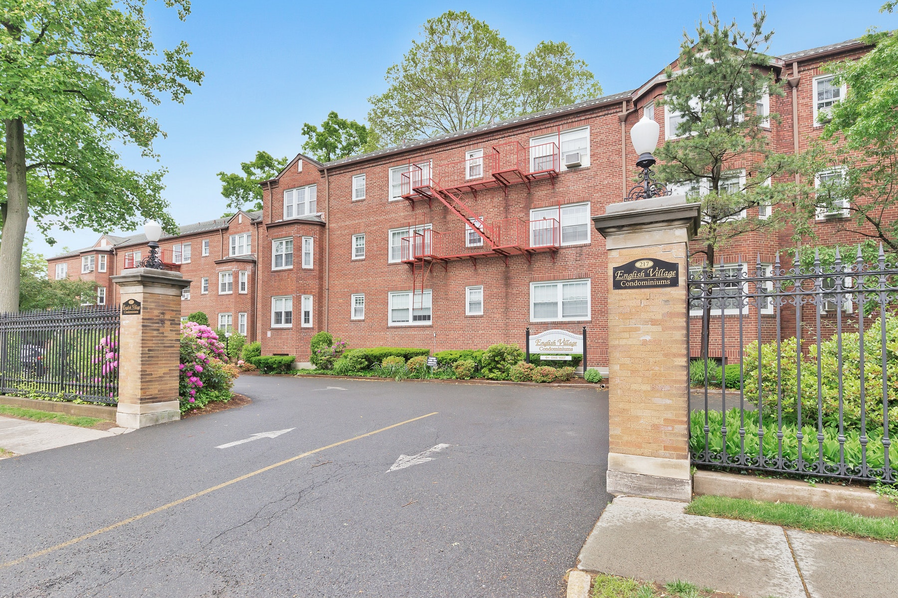 Condominiums for Sale at Spacious Condo 217 Prospect Ave Apt 1-1A Cranford, New Jersey 07016 United States