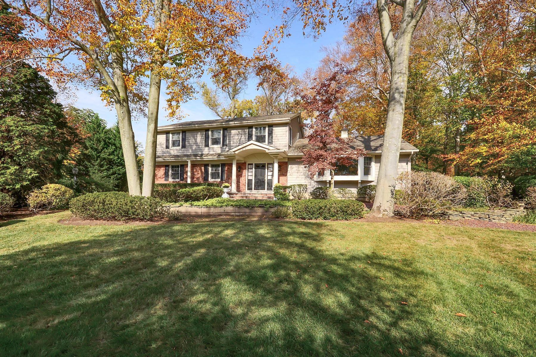 独户住宅 为 销售 在 Elegantly Renovated Woodcliff Lake Home 16 Gary Ct Woodcliff Lake, 新泽西州 07677 美国