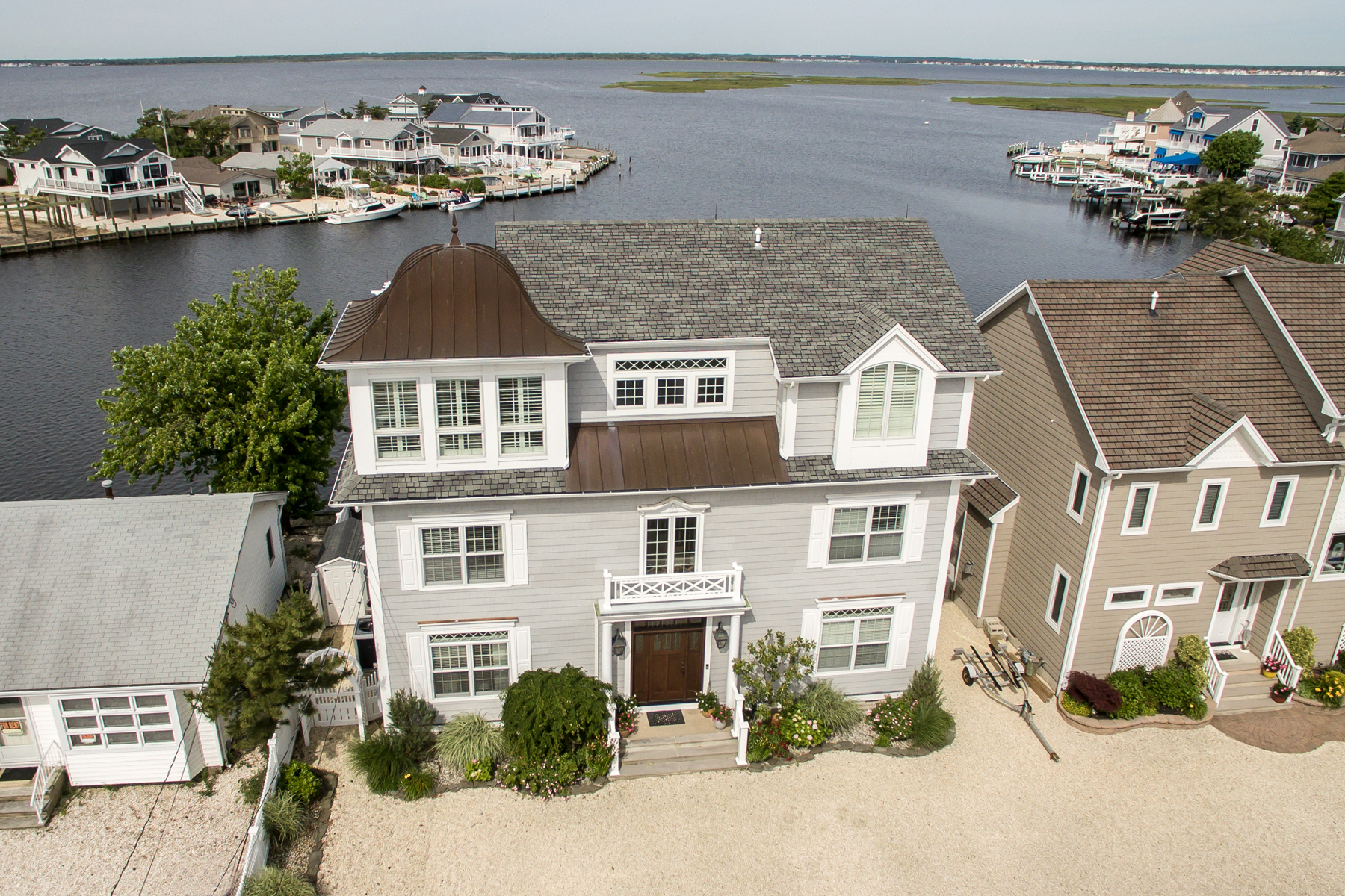 single family homes vì Bán tại Beautiful Covefrontt Shore Colonial With Open Bay Views 355 Orlando Drive, Lavallette, New Jersey 08735 Hoa Kỳ