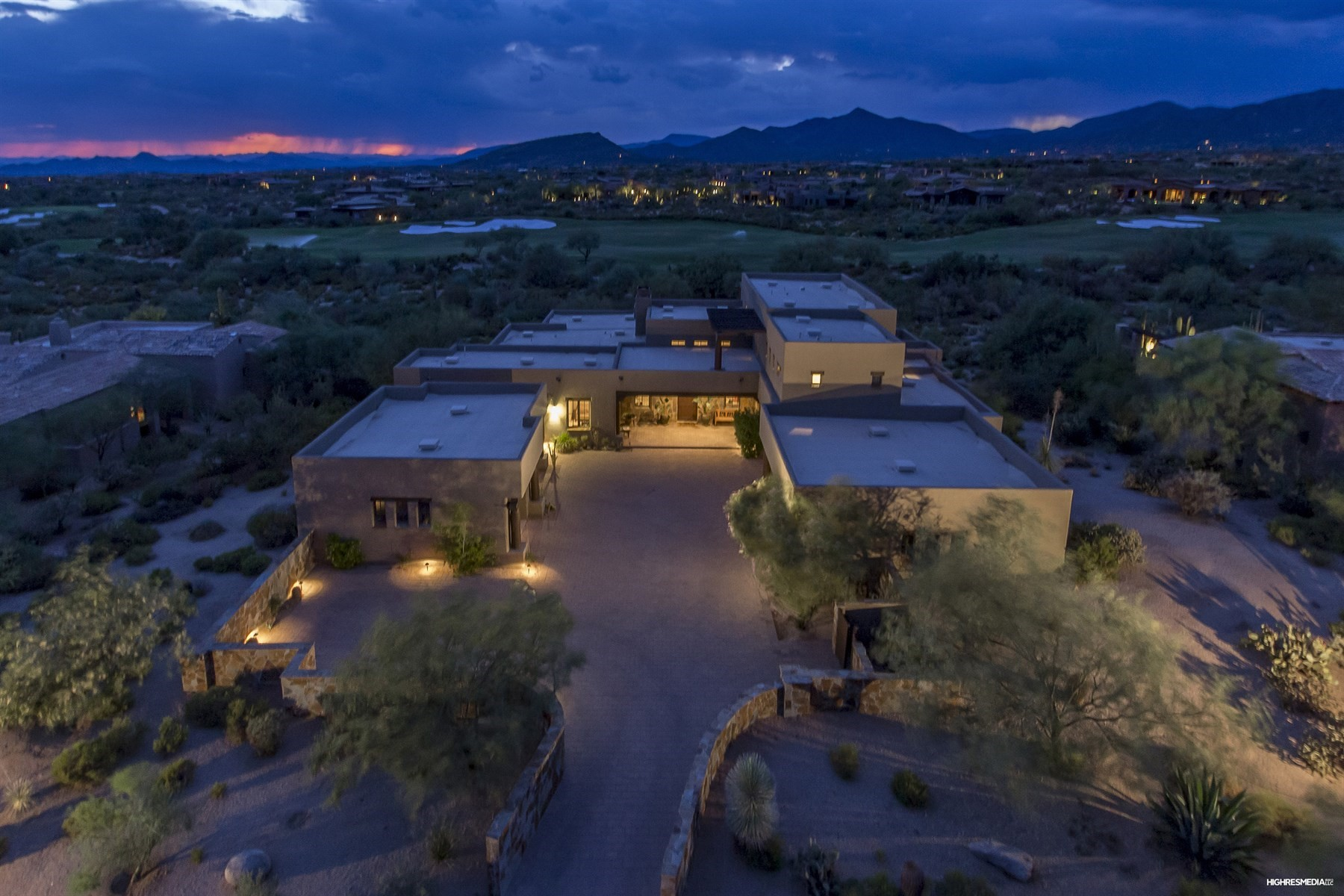 Moradia para Venda às Custom residence Perched above the award-winning Mirabel Golf course 10970 E Wildcat Hill Rd Scottsdale, Arizona, 85262 Estados Unidos