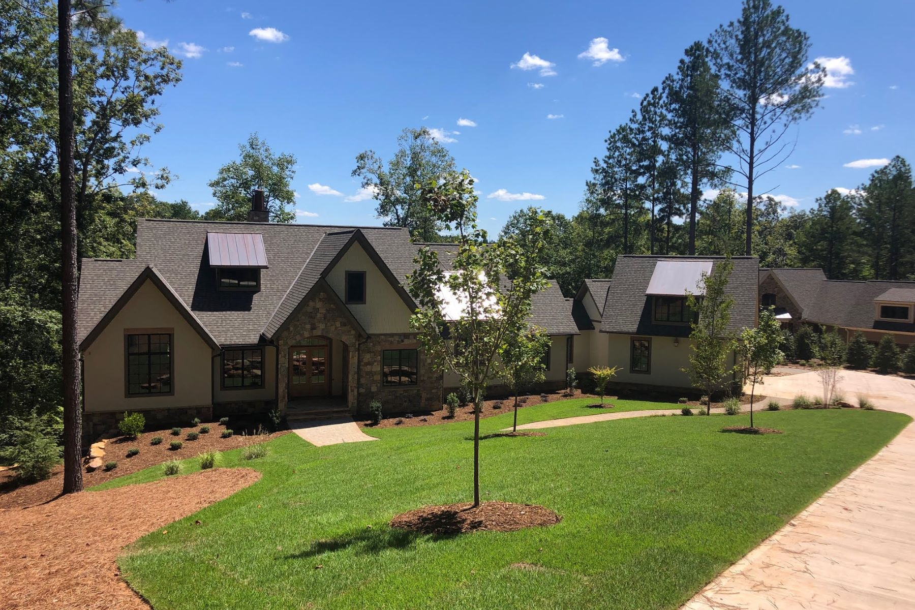 Single Family Homes per Vendita alle ore Beautiful Long Views 159 Lake Breeze Trail, Six Mile, Carolina del Sud 29682 Stati Uniti