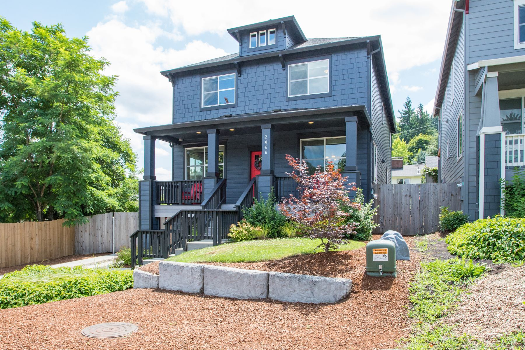 Single Family Homes pour l Vente à Portland Style with West Linn Charm 2066 Randall Street, West Linn, Oregon 97068 États-Unis