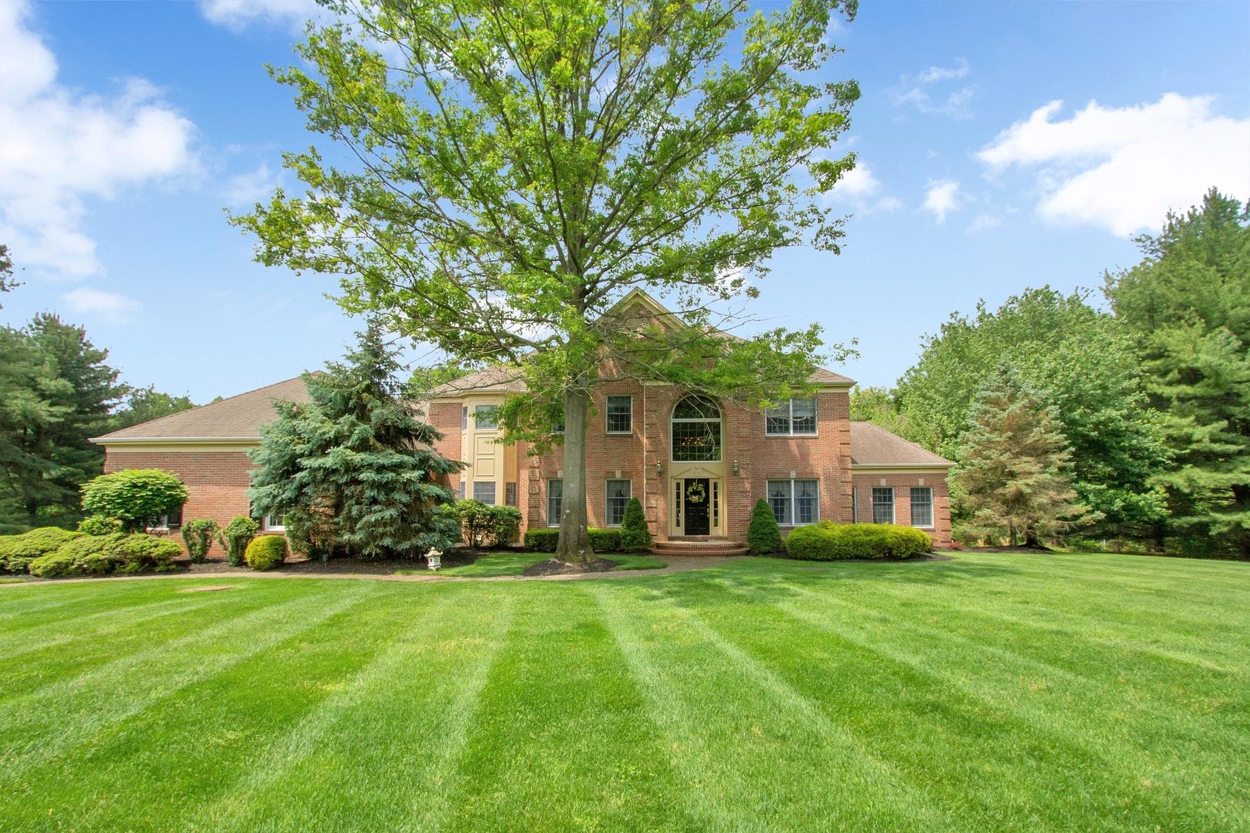 獨棟家庭住宅 為 出售 在 LIVE SPACIOUS 2 Concord Court, Colts Neck, 新澤西州 07722 美國