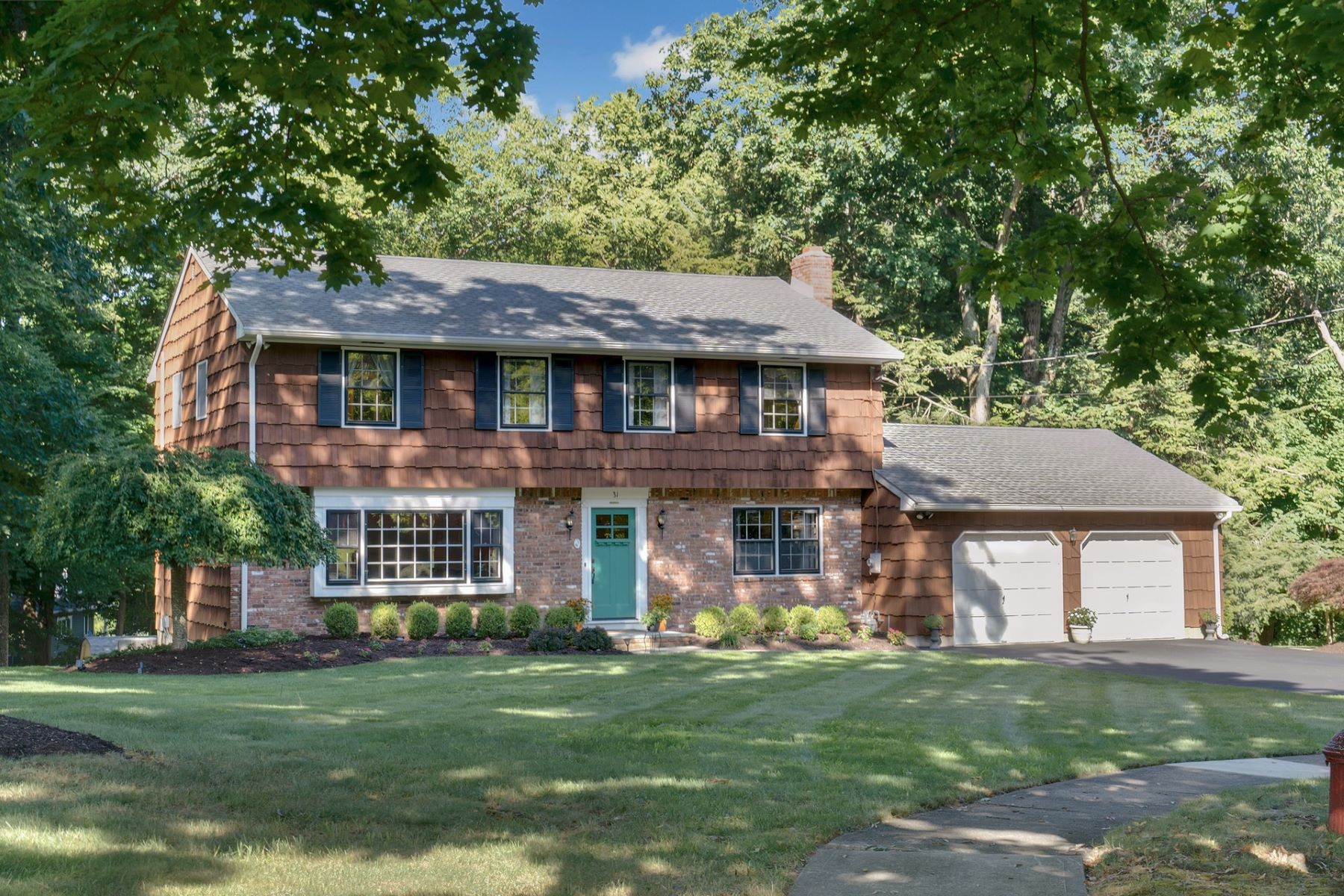 Single Family Homes for Sale at 31 Brandywine Place Oakland NJ 07436 Oakland, New Jersey 07436 United States