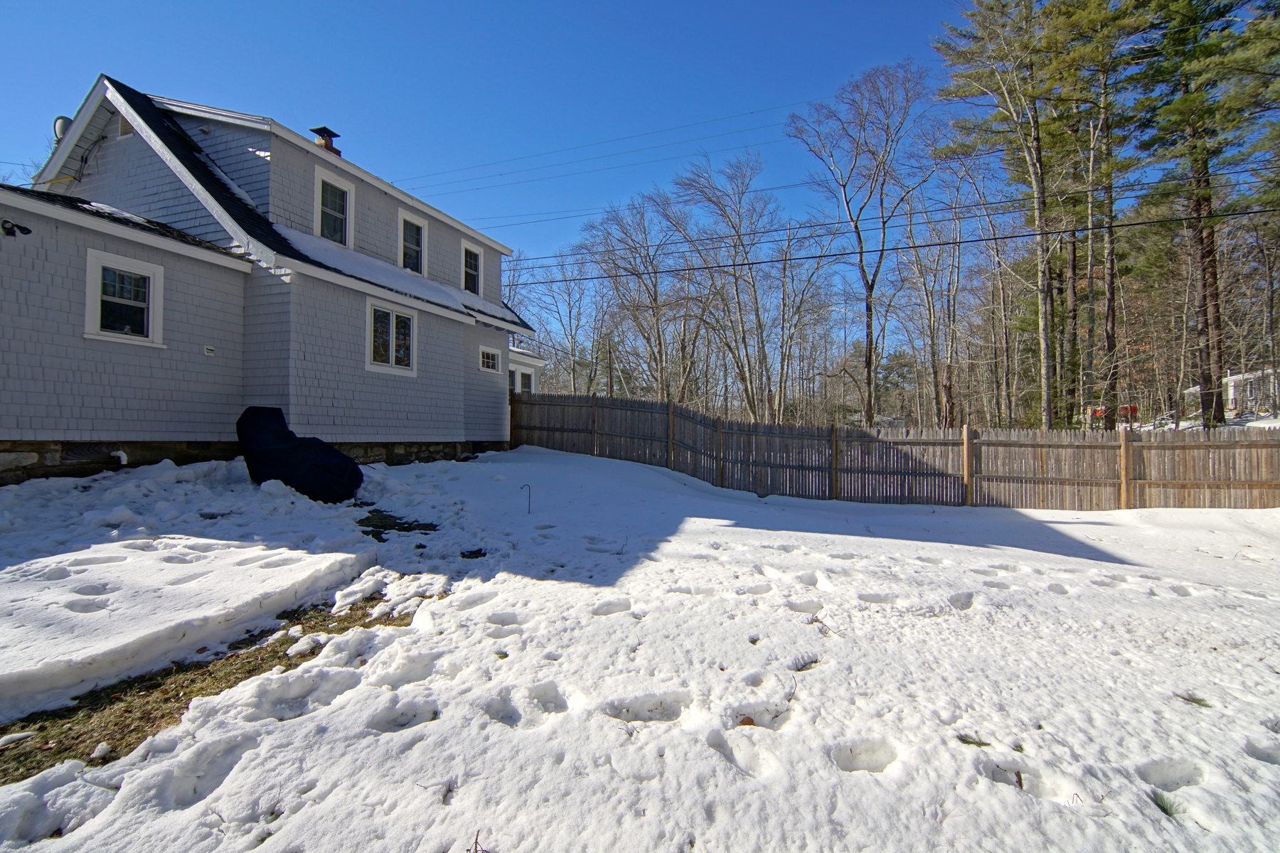Additional photo for property listing at Sweet Country Cottage-Style Home 501 Cider Hill Road York, Maine 03909 United States