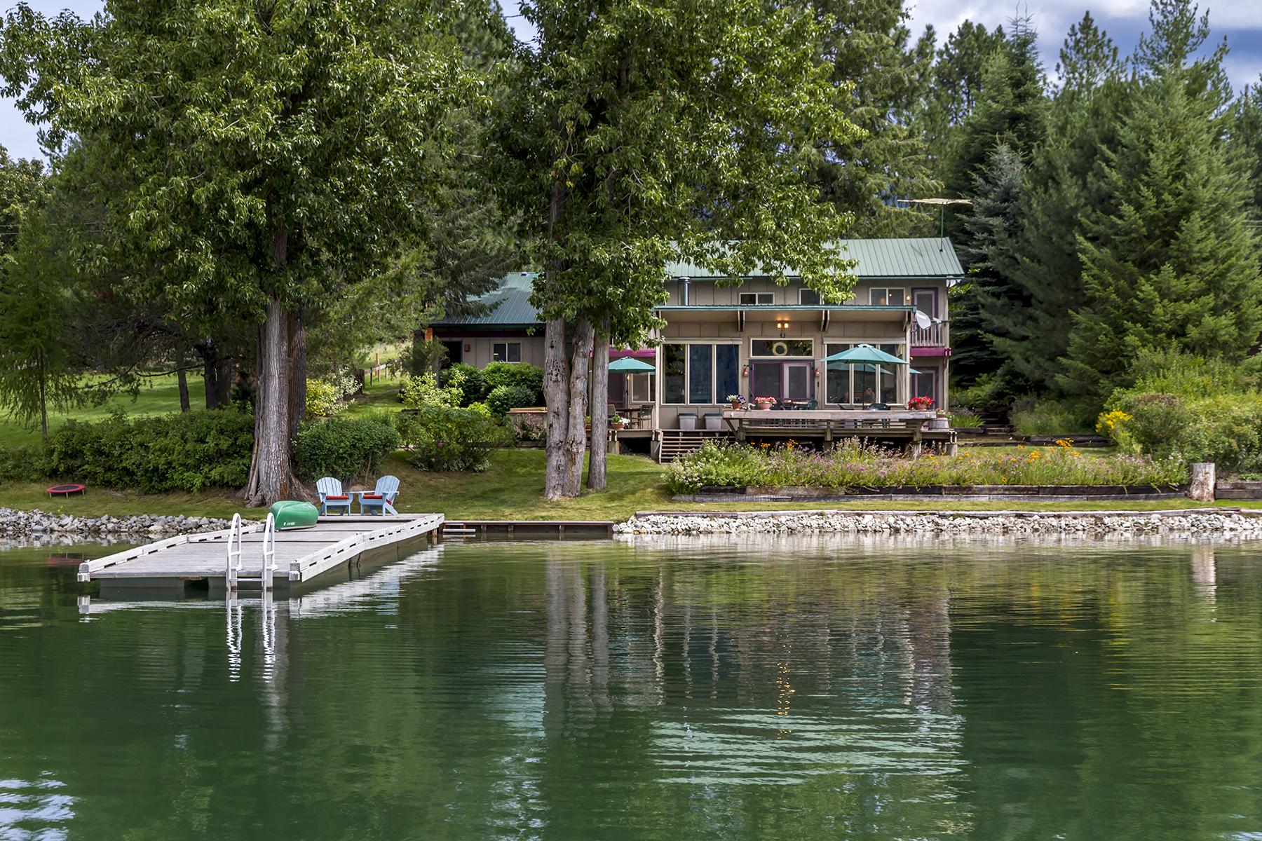 Casa Unifamiliar por un Venta en Inviting and Unique Waterfront Home 24 E. Shore Drive Priest River, Idaho, 83856 Estados Unidos