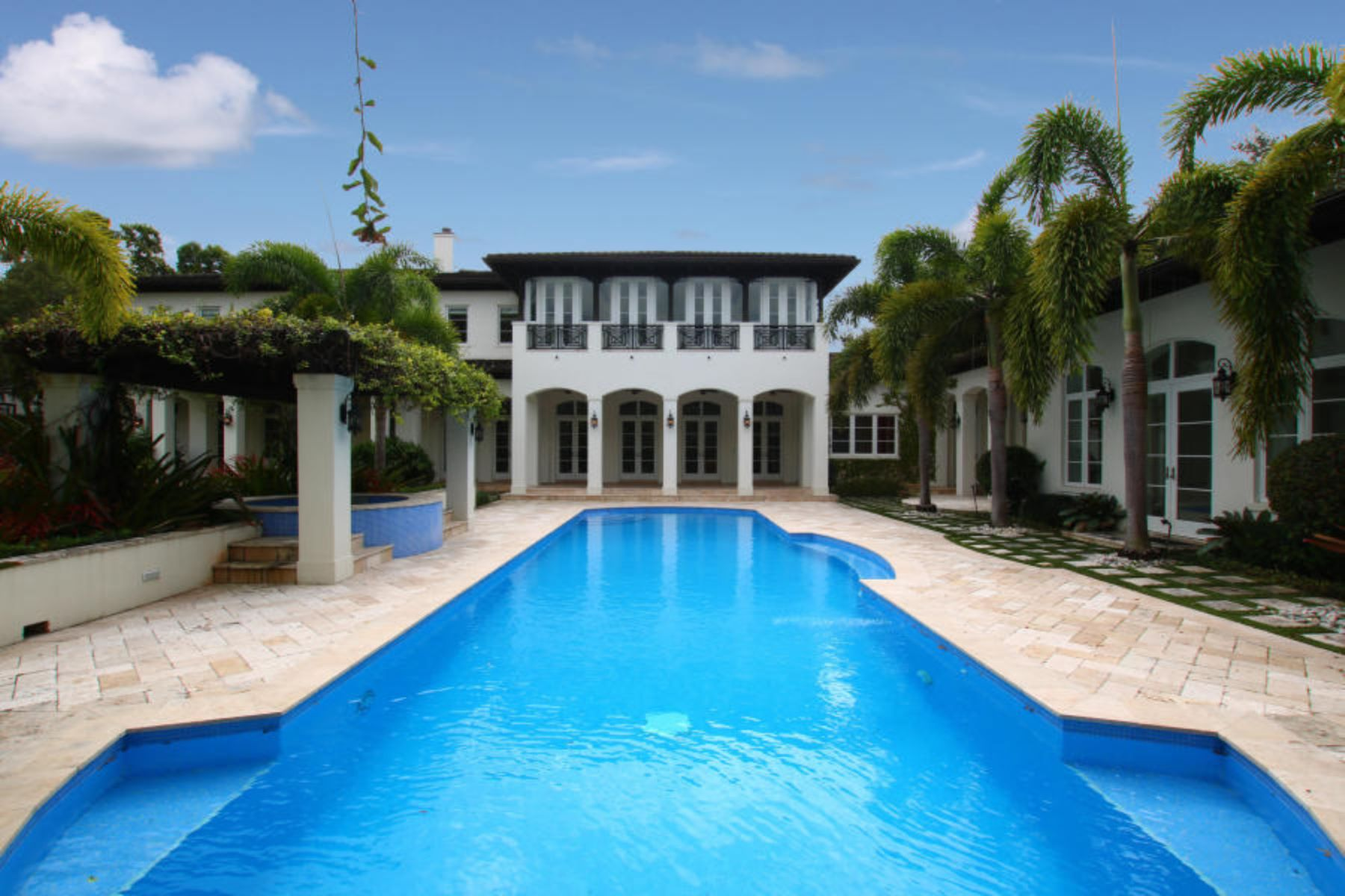Casa Unifamiliar por un Venta en Prestigious Home in Pinecrest 5775 SW 114th Terr Pinecrest, Florida 33156 Estados Unidos