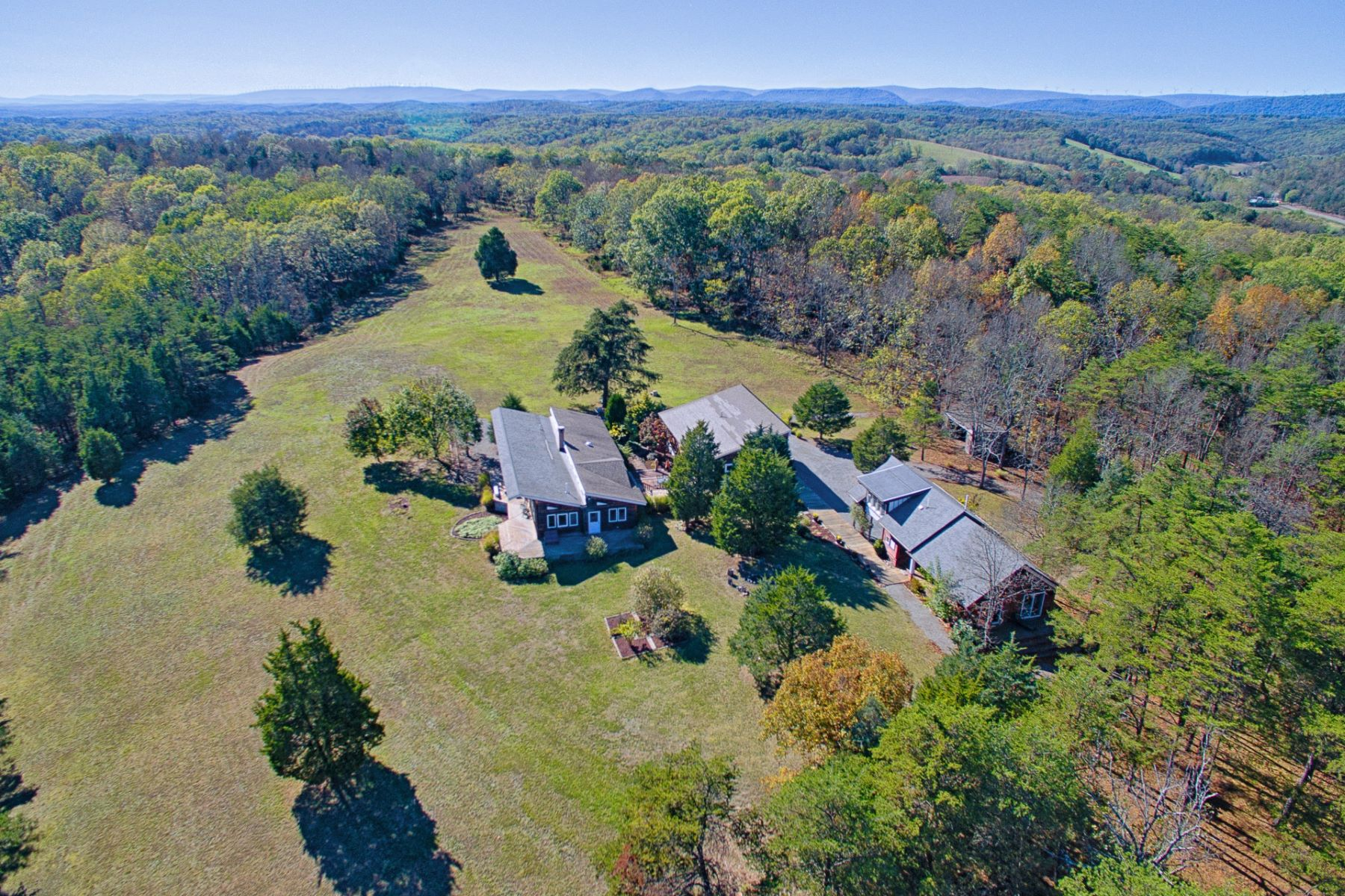 Hacienda / Granja / Rancho / Plantación por un Venta en Walnut Hill 108 Patterson Road Burlington, West Virginia 26710 Estados Unidos