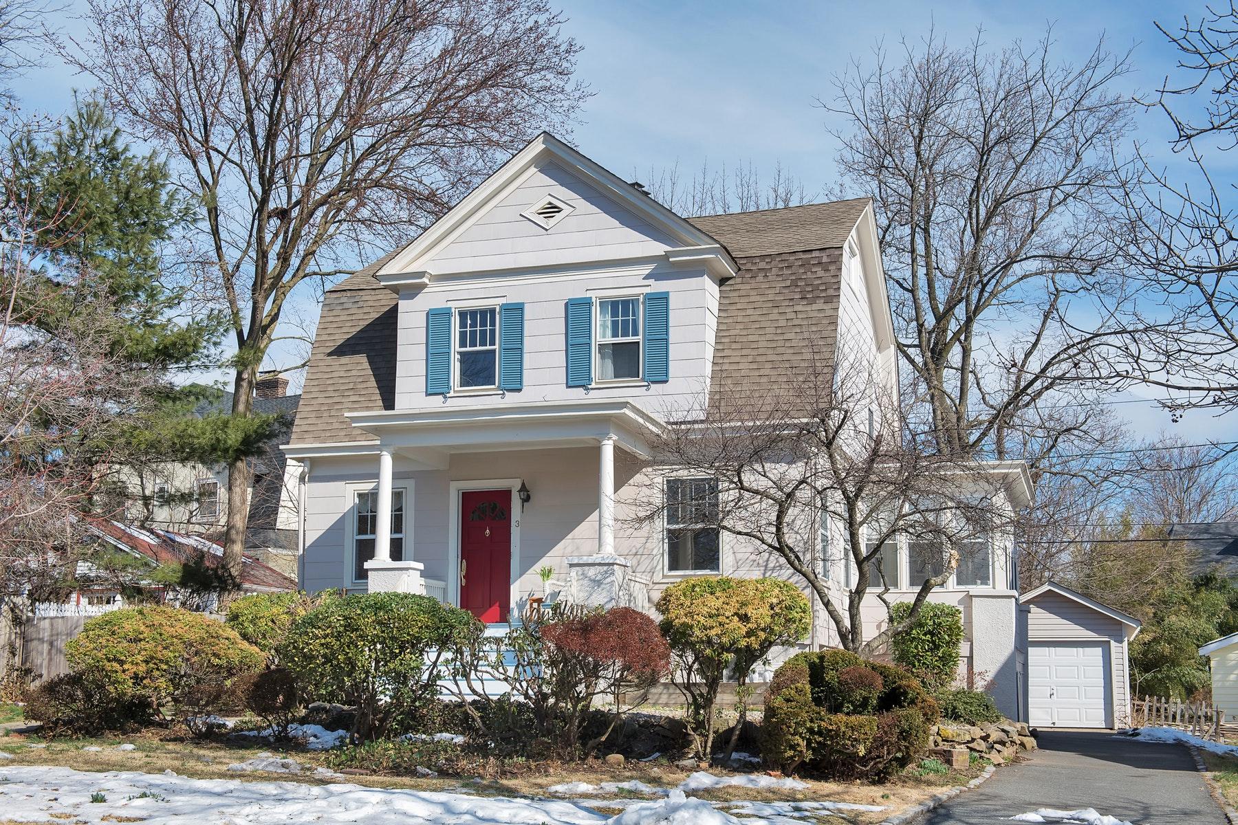 Maison unifamiliale pour l Vente à Charming Renovated Colonial 3 Harvard Street, Montclair, New Jersey, 07042 États-Unis