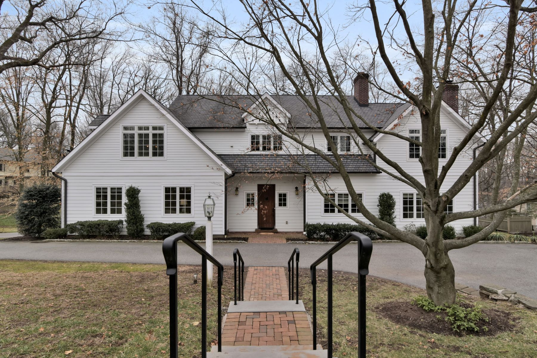 Single Family Homes для того Продажа на Beautifully Renovated In Coveted Location 30 Oak Hill Road, Chatham Township, Нью-Джерси 07928 Соединенные Штаты