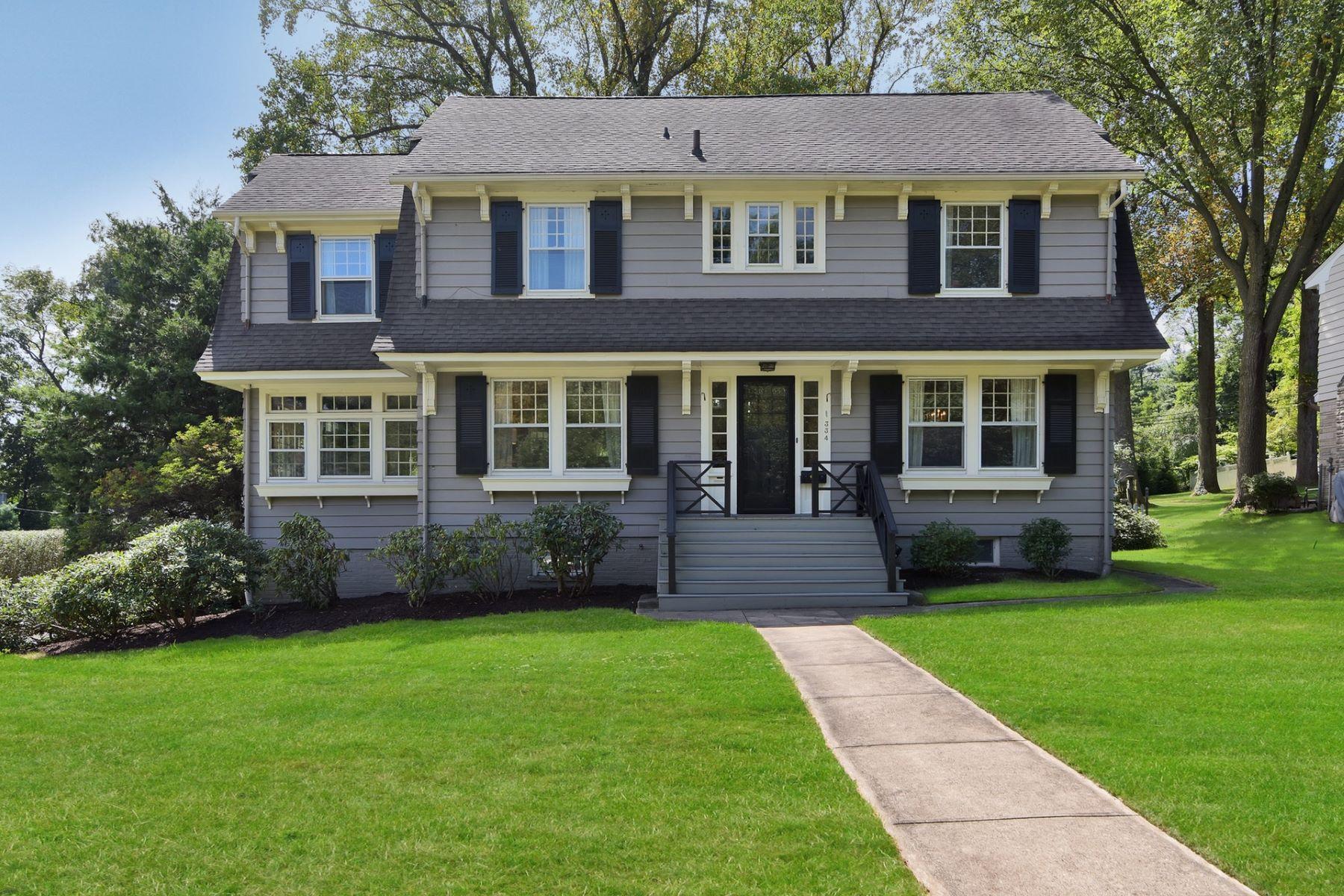 Single Family Homes por un Venta en Gracious Living in a Vibrant Community 334 Tillou Road South Orange, Nueva Jersey 07079 Estados Unidos