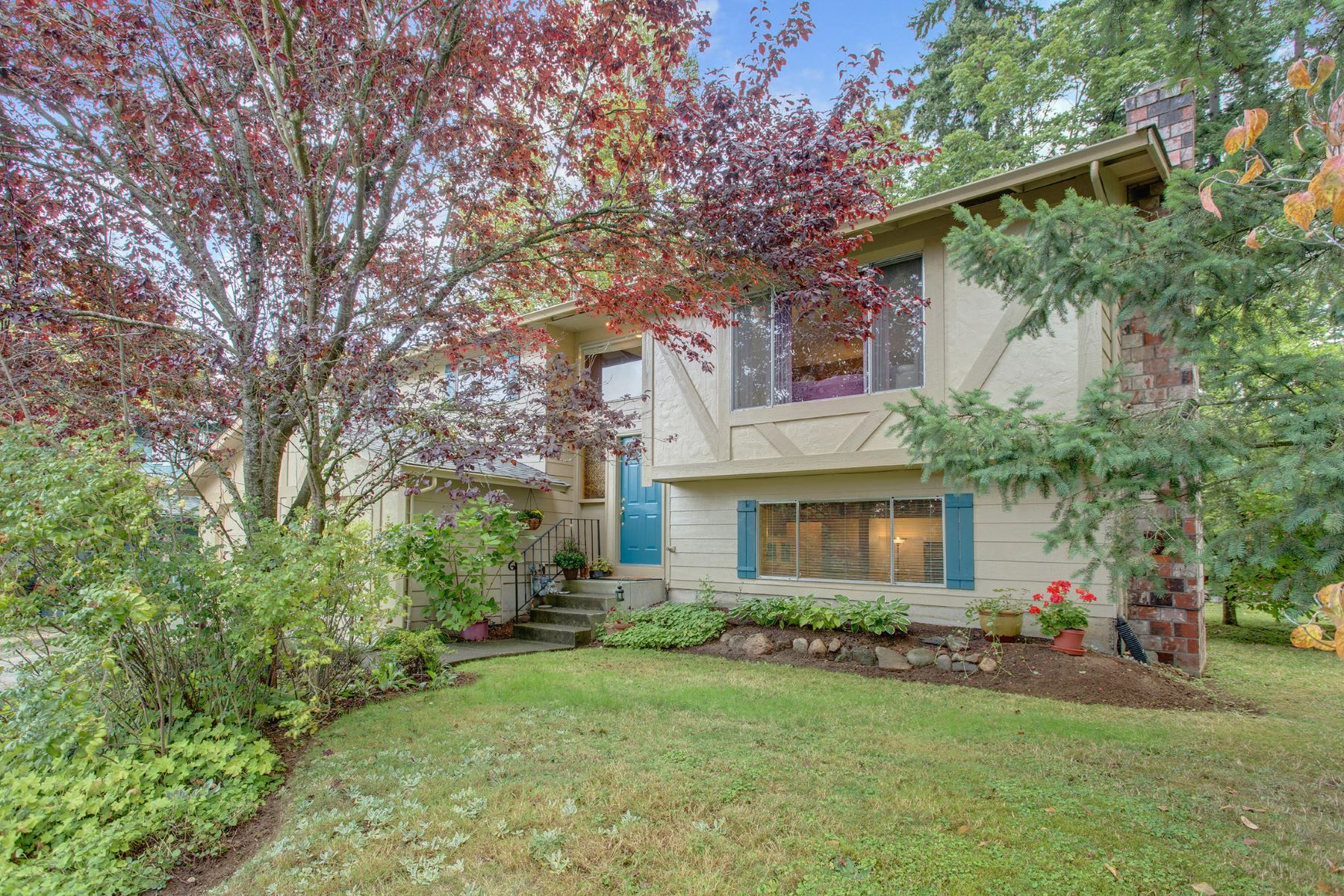 Single Family Homes for Sale at Rare Find in Mountlake Terrace 4000 228th Pl SW Mountlake Terrace, Washington 98043 United States