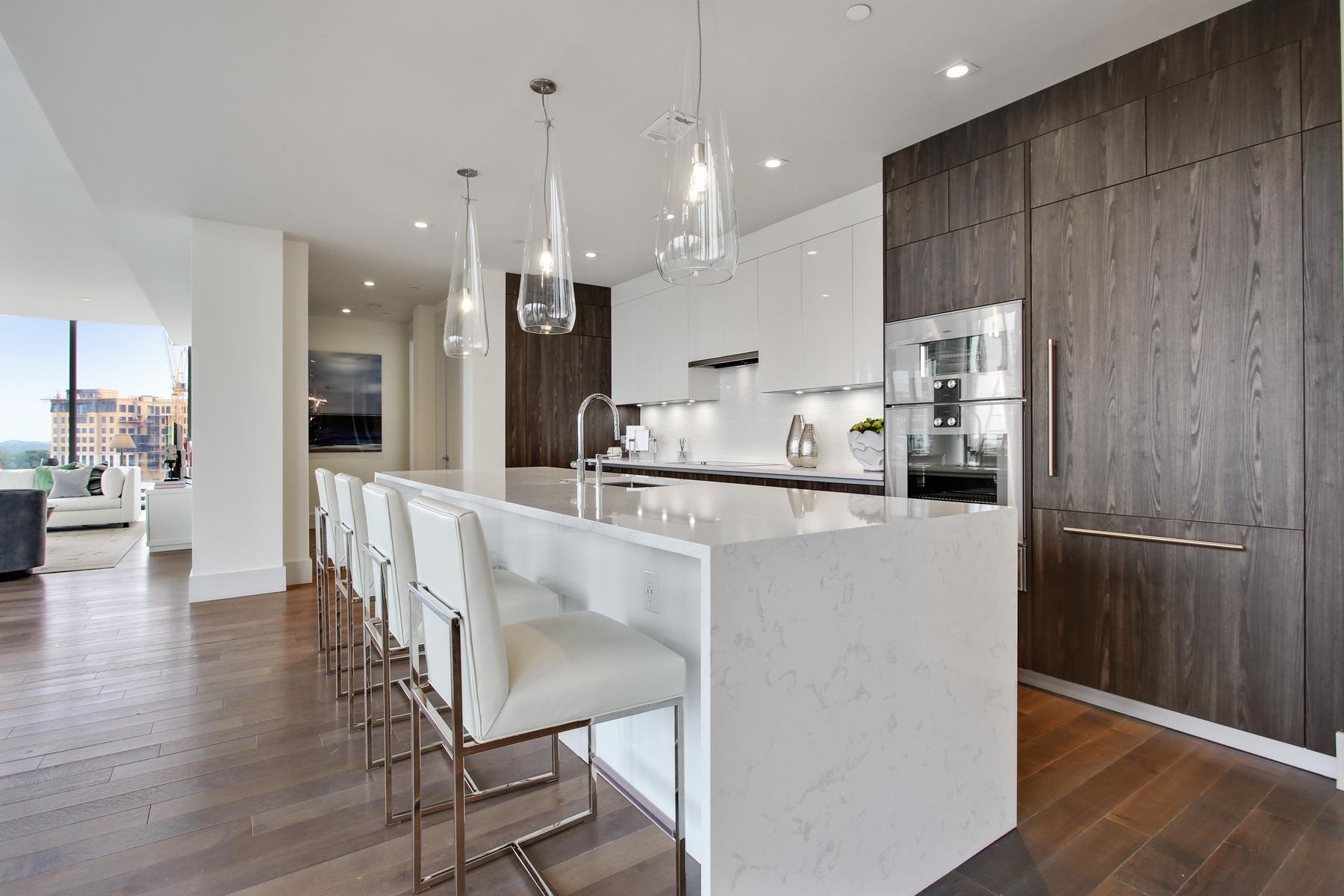 Condominiums для того Продажа на Luxury Condo The Charles 3099 Peachtree Road NE No. 1004, Atlanta, Джорджия 30305 Соединенные Штаты