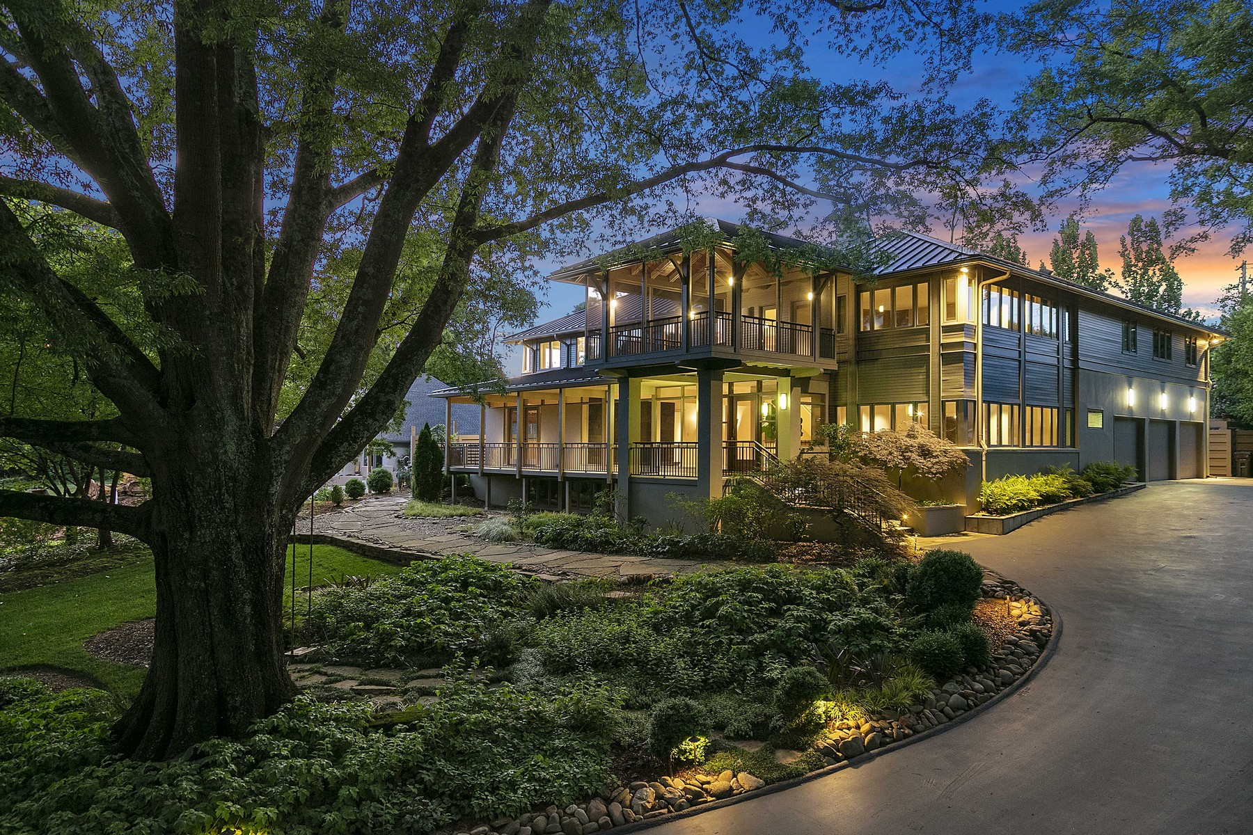 Single Family Homes pour l Vente à Stunning Contemporary in Sequoyah Hills 2105 Cherokee Boulevard, Knoxville, Tennessee 37919 États-Unis