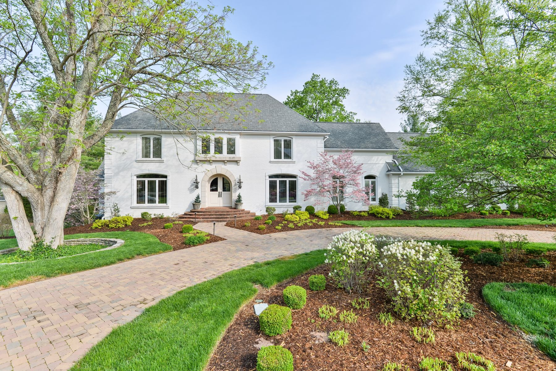 Частный односемейный дом для того Продажа на 5805 Glen Park Road Glenview, Кентукки 40025 Соединенные Штаты