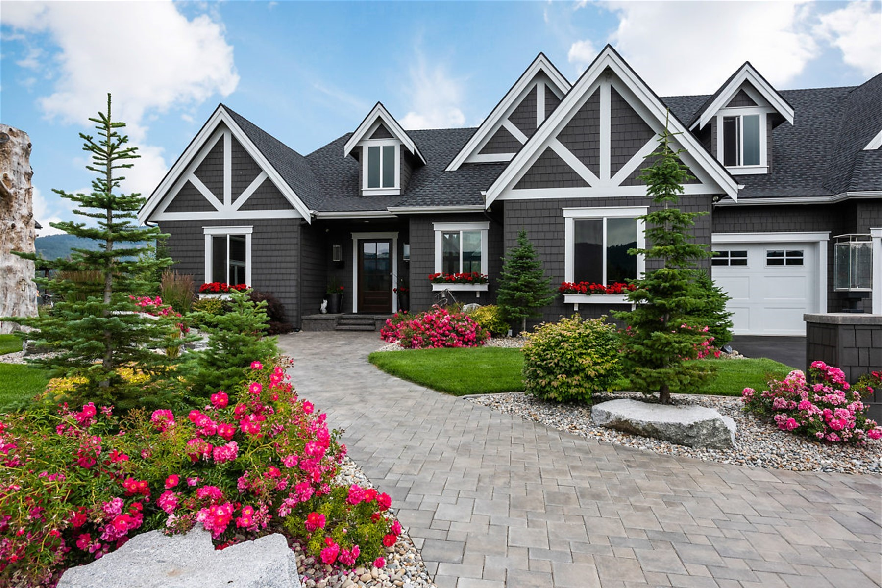 Single Family Homes pour l Vente à Riverbend Waterfront Estate 47 Lariat Court Sagle, Idaho 83860 États-Unis
