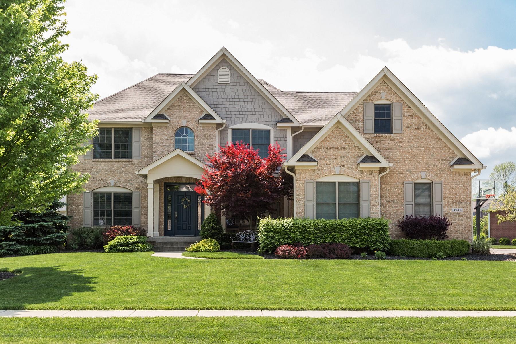 Частный односемейный дом для того Продажа на Gorgeous Home Ready For You 7414 Stones River Drive Indianapolis, Индиана 46259 Соединенные Штаты