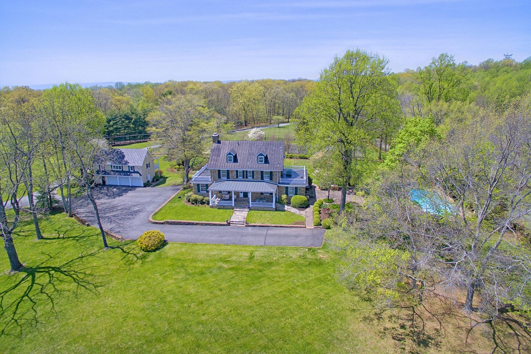 Частный односемейный дом для того Продажа на Stonegate View 17654 Canby Road Leesburg, Виргиния 20175 Соединенные Штаты