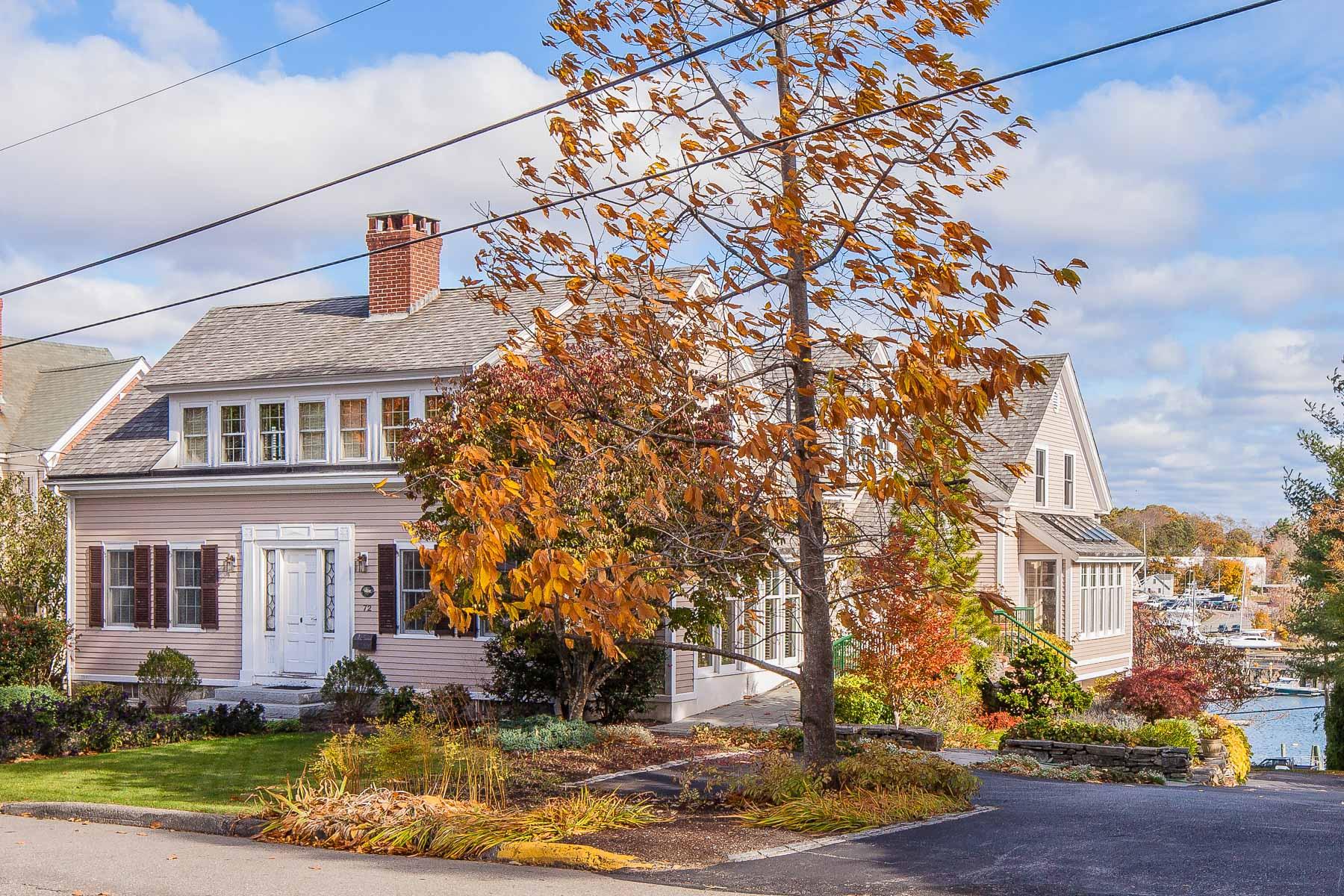 Casa para uma família para Venda às 72 Chestnut St Camden, Maine, 04843 Estados Unidos