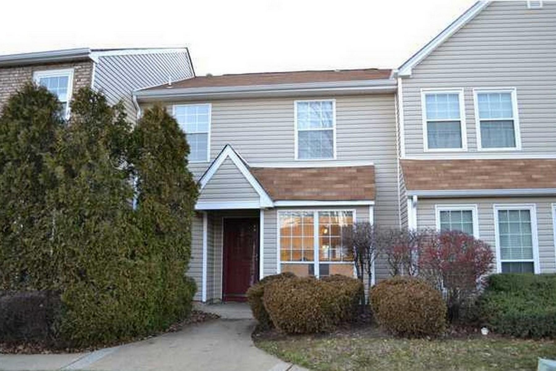 共管式独立产权公寓 为 出租 在 Townhouse in desirable Millponds 297 Stratford Place 万宝路, 新泽西州, 07751 美国