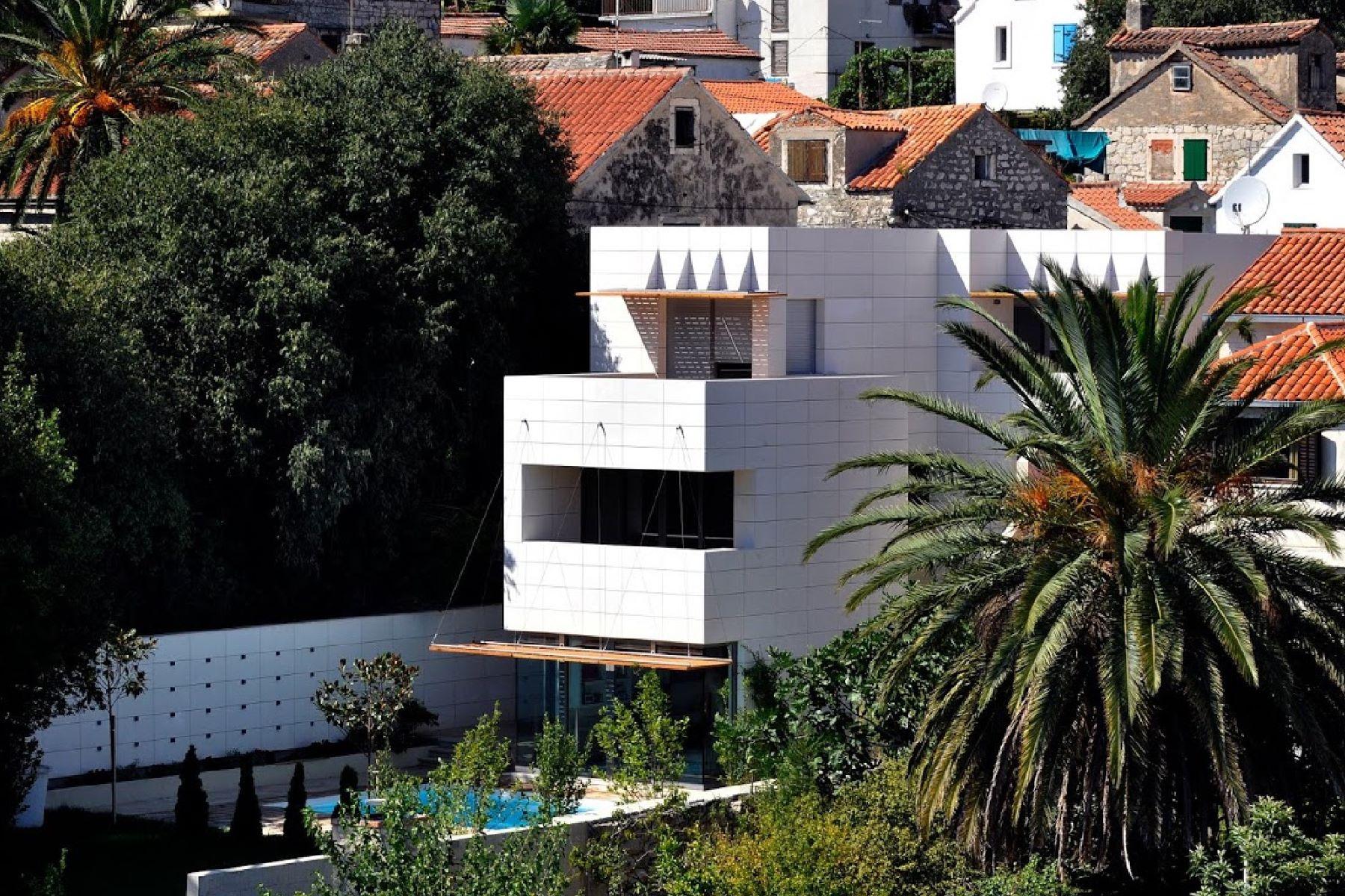 واحد منزل الأسرة للـ Sale في Villa Albina Split, Split Dalmatia, 21000 Croatia