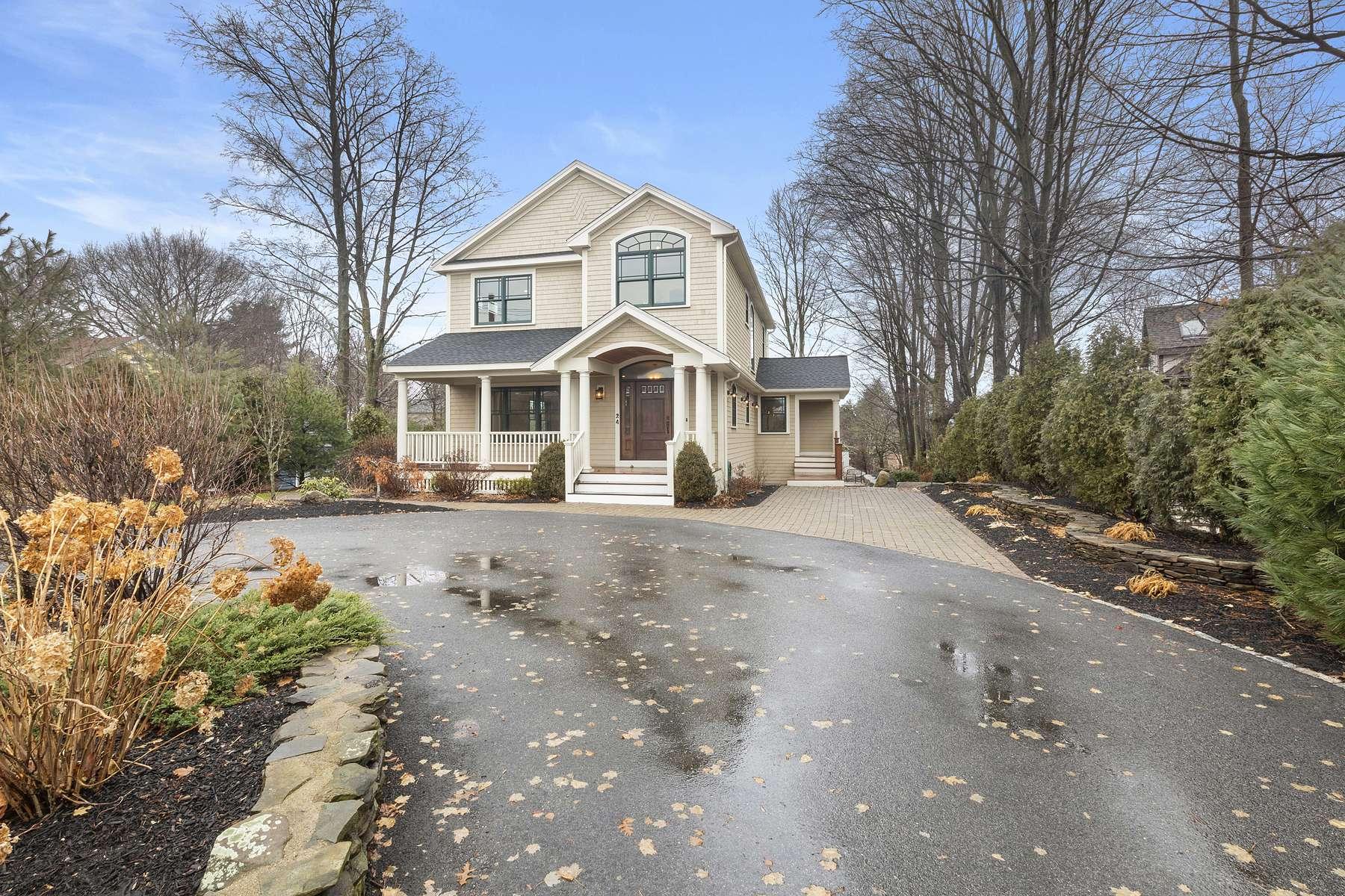 Single Family Homes pour l Vente à 24 Elm Street Dedham, Massachusetts 02026 États-Unis