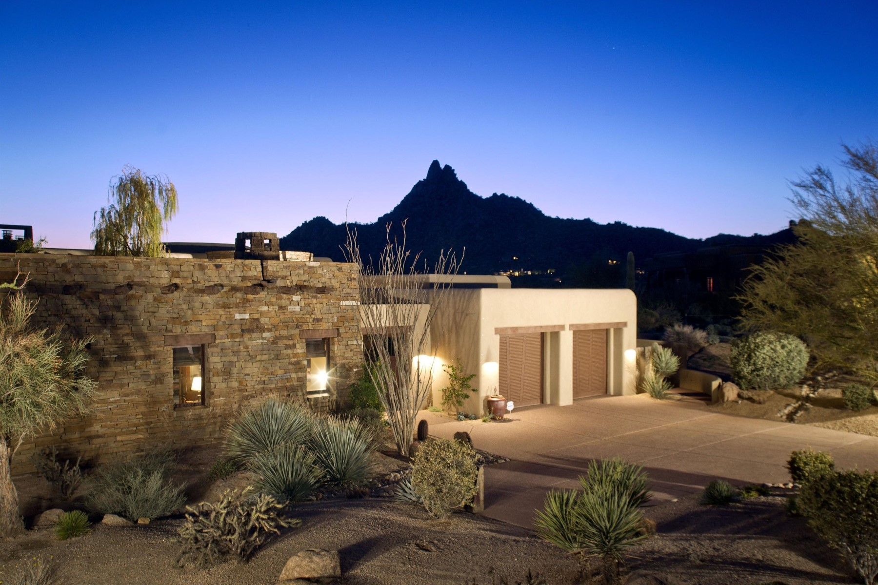 Moradia para Venda às One-of-a-kind custom territorial in Privada 10585 E Crescent Moon Dr 6 Scottsdale, Arizona, 85262 Estados Unidos