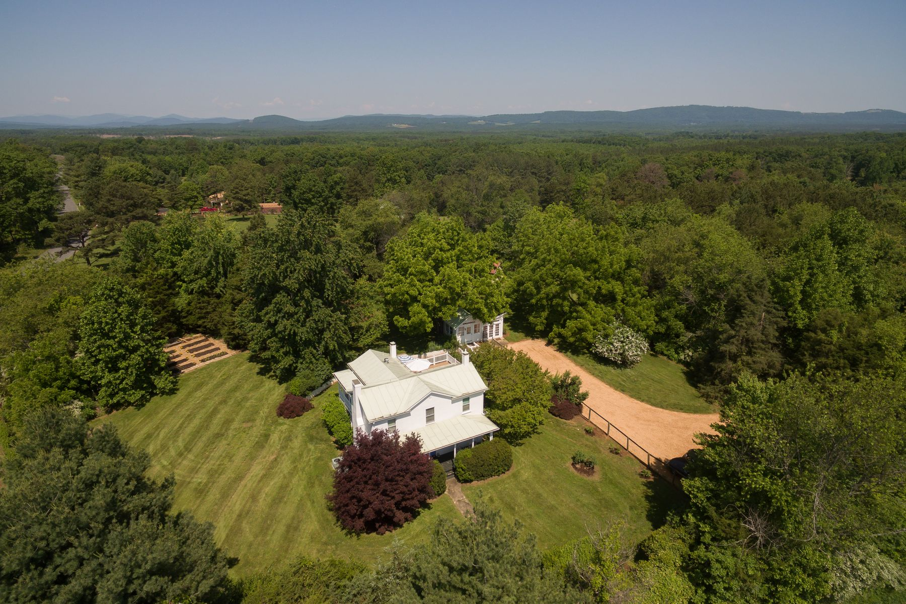 Single Family Home for Sale at Weatherhill 4944 Rolling Road Charlottesville, Virginia 24590 United States