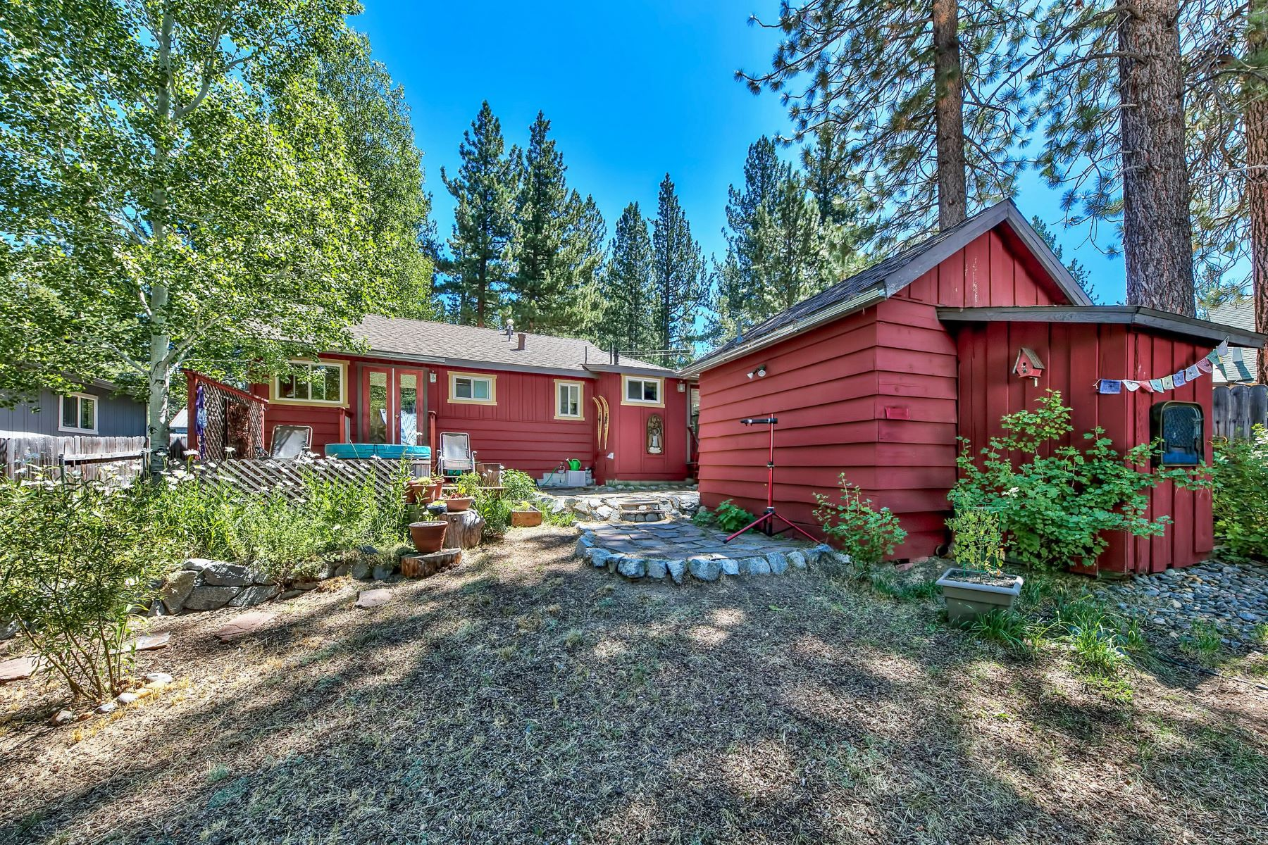 Additional photo for property listing at 1230 Omalley Drive, South Lake Tahoe, CA 96150 1230 Omalley Drive South Lake Tahoe, California 96150 Estados Unidos
