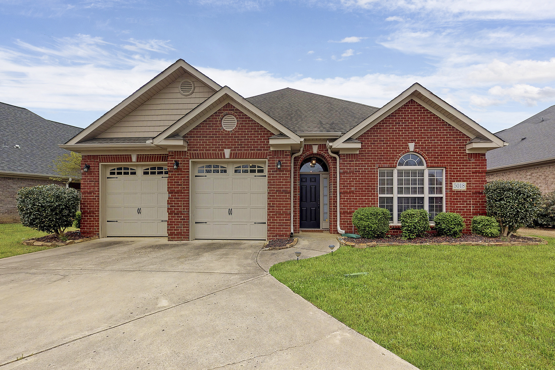 Single Family Home for Active at 5018 Valley Cove Drive Owens Cross Roads, Alabama 35763 United States