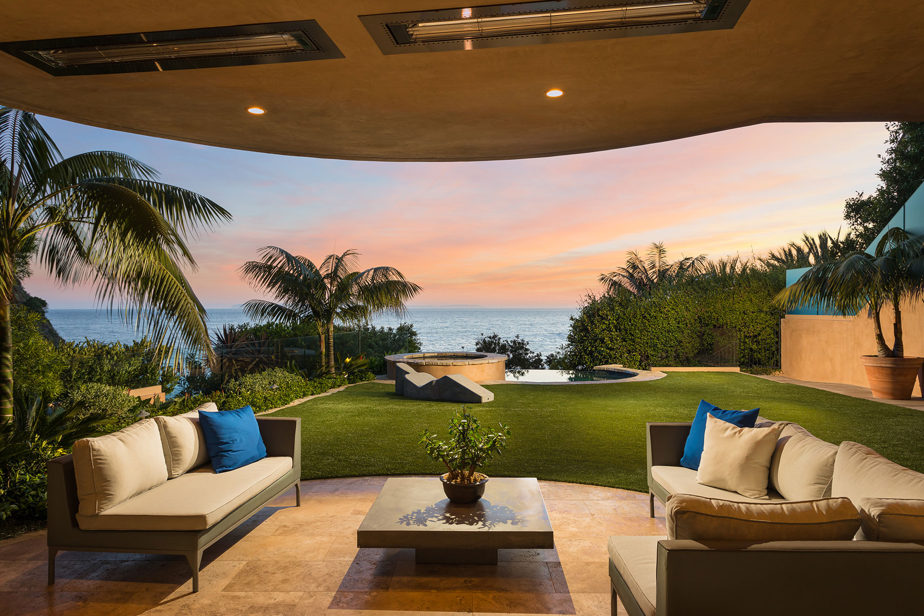 Maison unifamiliale pour l Vente à 165 Emerald Bay Laguna Beach, Californie, 92651 États-Unis