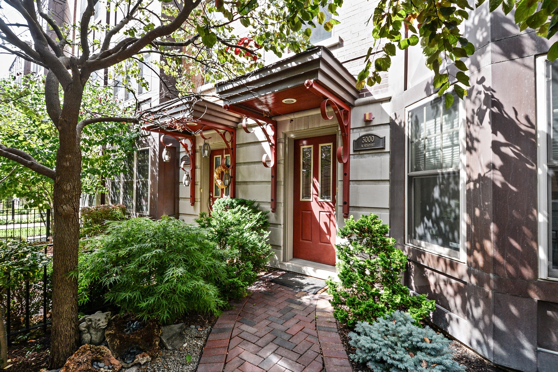 Townhouse for Sale at One of a Kind Corner Townhouse 3000 W Newport Avenue Unit 1 Chicago, Illinois 60618 United States