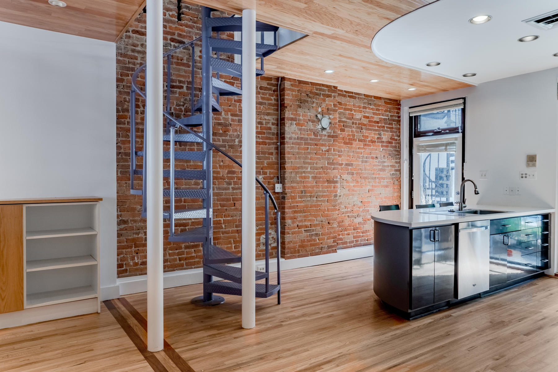 Additional photo for property listing at Upstairs Loft Offering a Private Entrance Off Blake Street! 1760 Blake Street #1762 Denver, Colorado 80202 United States