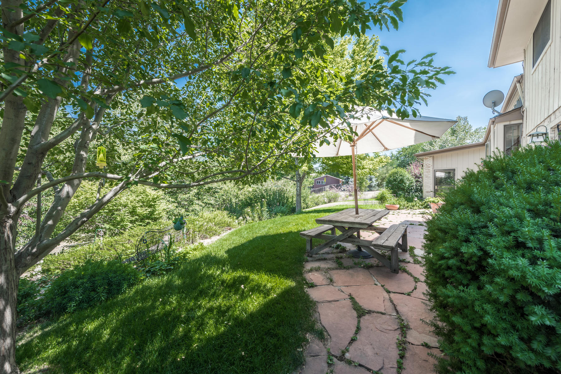 Additional photo for property listing at Fabulous Half Acre Home Overlooking Carbone Park And Lee Gulch 7490 South Gallup Street Littleton, Colorado 80120 United States