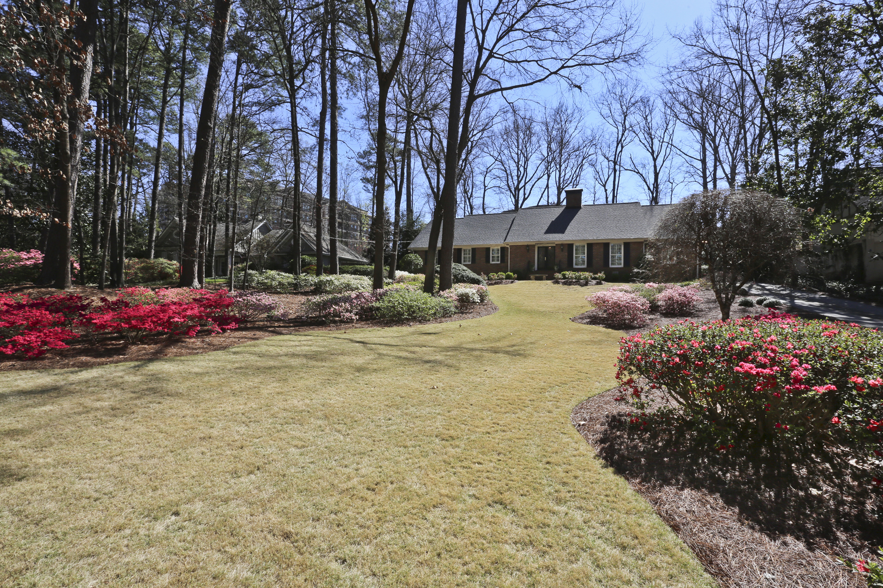 Single Family Home for Sale at Exceptionally Well Maintained Home; Master On Main; Fabulous Outdoor Area 3325 Valley Road NW Buckhead, Atlanta, Georgia, 30305 United States