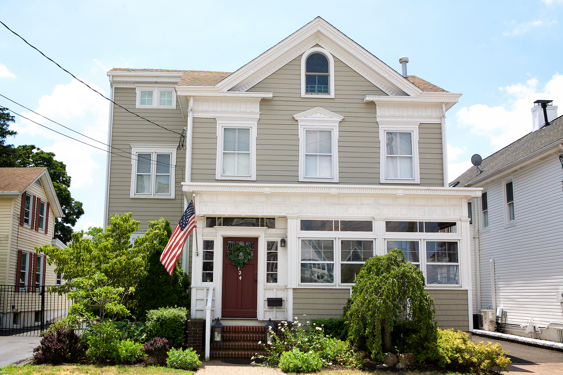 Single Family Homes para Venda às Historic lovers dream in desirable Keyport 124 First Street, Keyport, Nova Jersey 07735 Estados Unidos