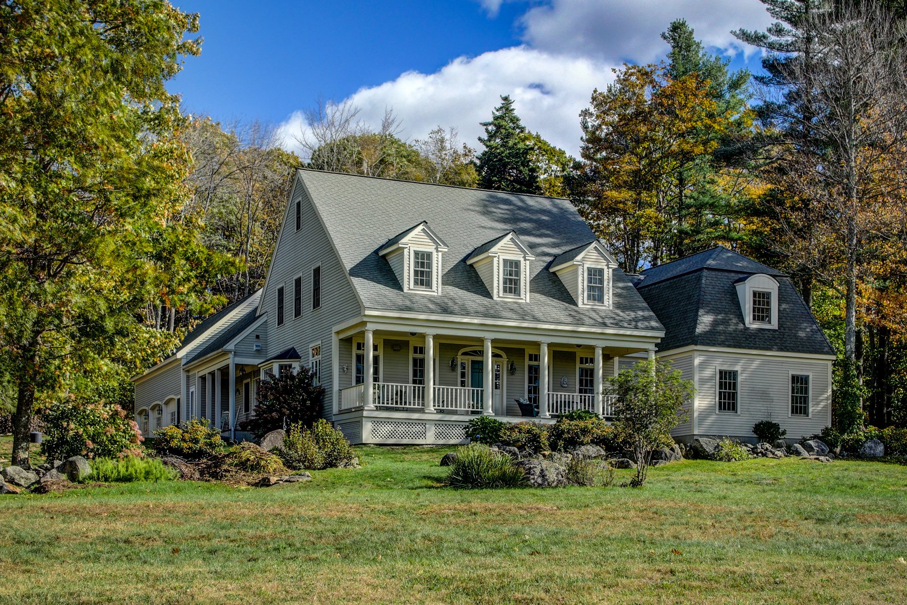 Single Family Homes pour l Vente à Beautiful Custom Built Home with Lake Access 310 Aten Rd Stoddard, New Hampshire 03457 États-Unis