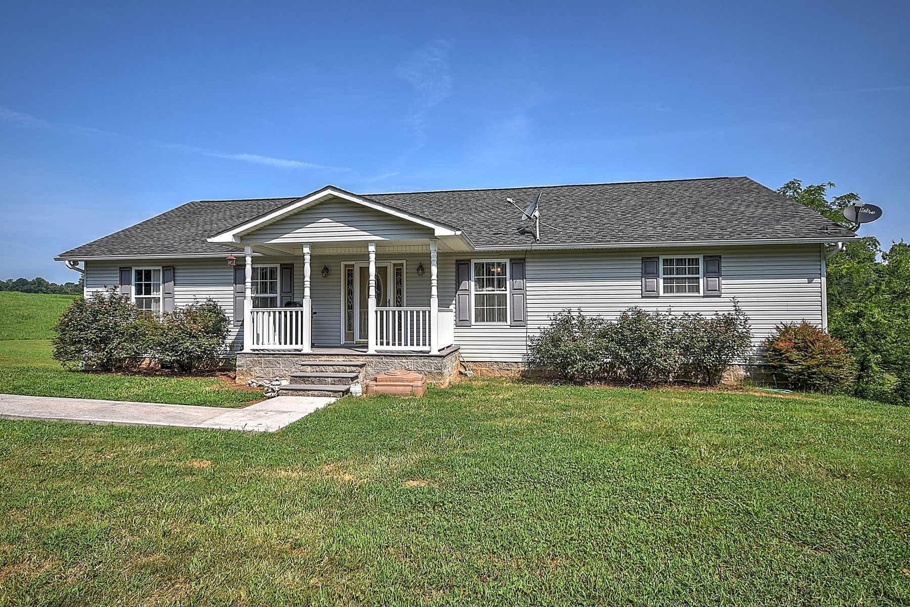 Single Family Homes 용 매매 에 Beautiful Basement Ranch On 1.84 Acres 1113 Federal Road, Madisonville, 테네시 37354 미국