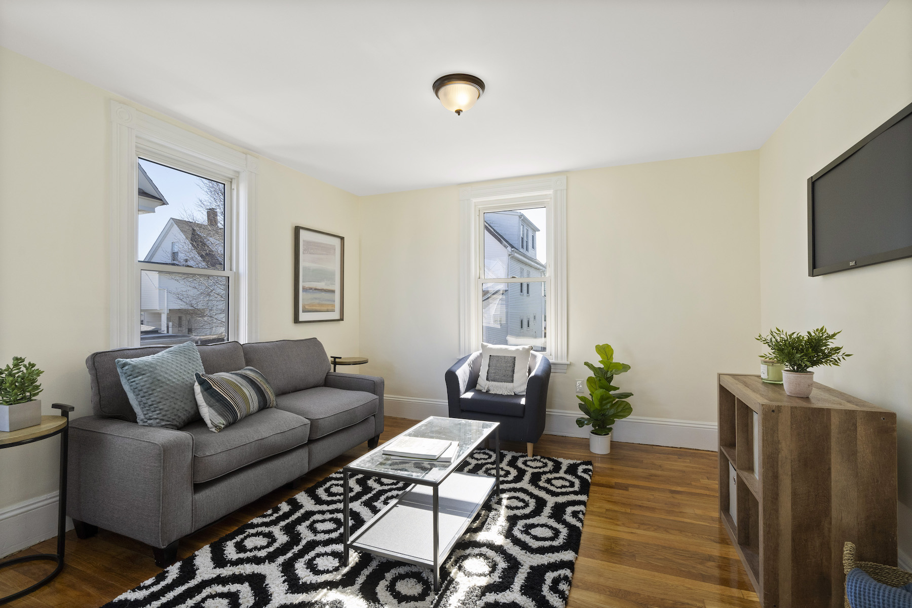 Condominiums por un Venta en 30 Clayton Avenue, Unit 2 30 Clayton Avenue Unit 2 Medford, Massachusetts 02155 Estados Unidos