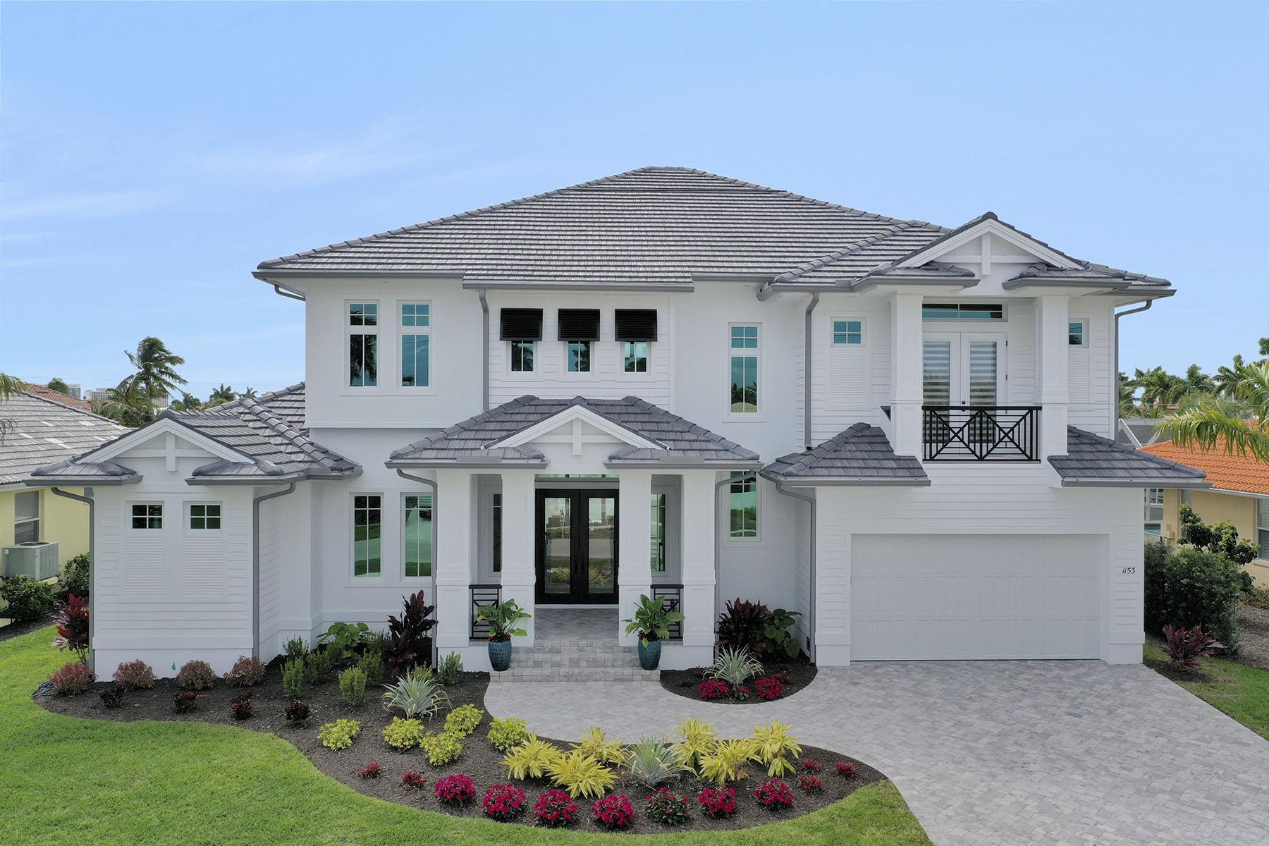 Single Family Homes por un Venta en MARCO ISLAND 1153 Whiteheart Court Marco Island, Florida 34145 Estados Unidos