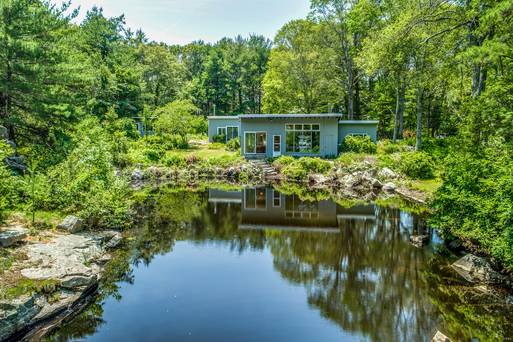 Casa Unifamiliar por un Venta en Mid-Century Modern Private Sanctuary 9 Barberry Heights Road Gloucester, Massachusetts, 01930 Estados Unidos