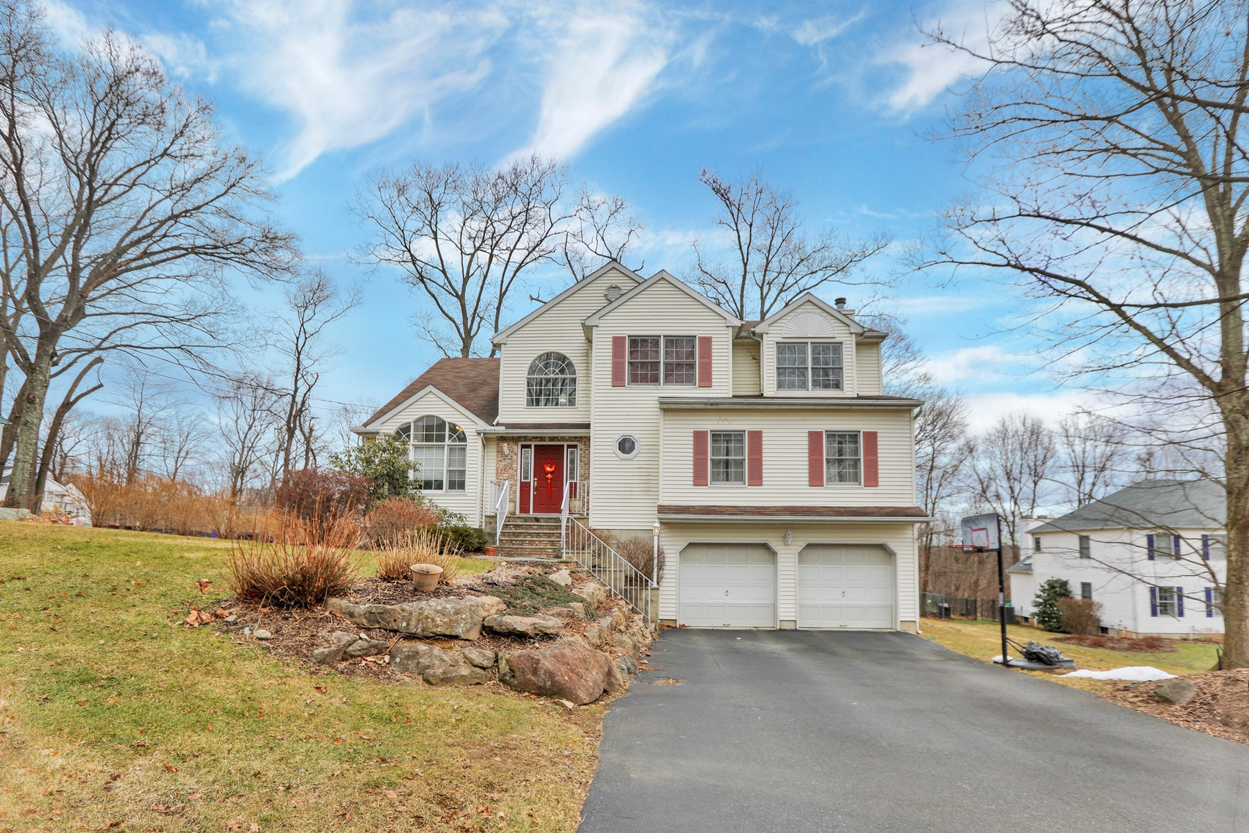 Single Family Homes for Sale at Colonial on Quiet Cul-de-Sac 18 Parkview Road Randolph, New Jersey 07869 United States