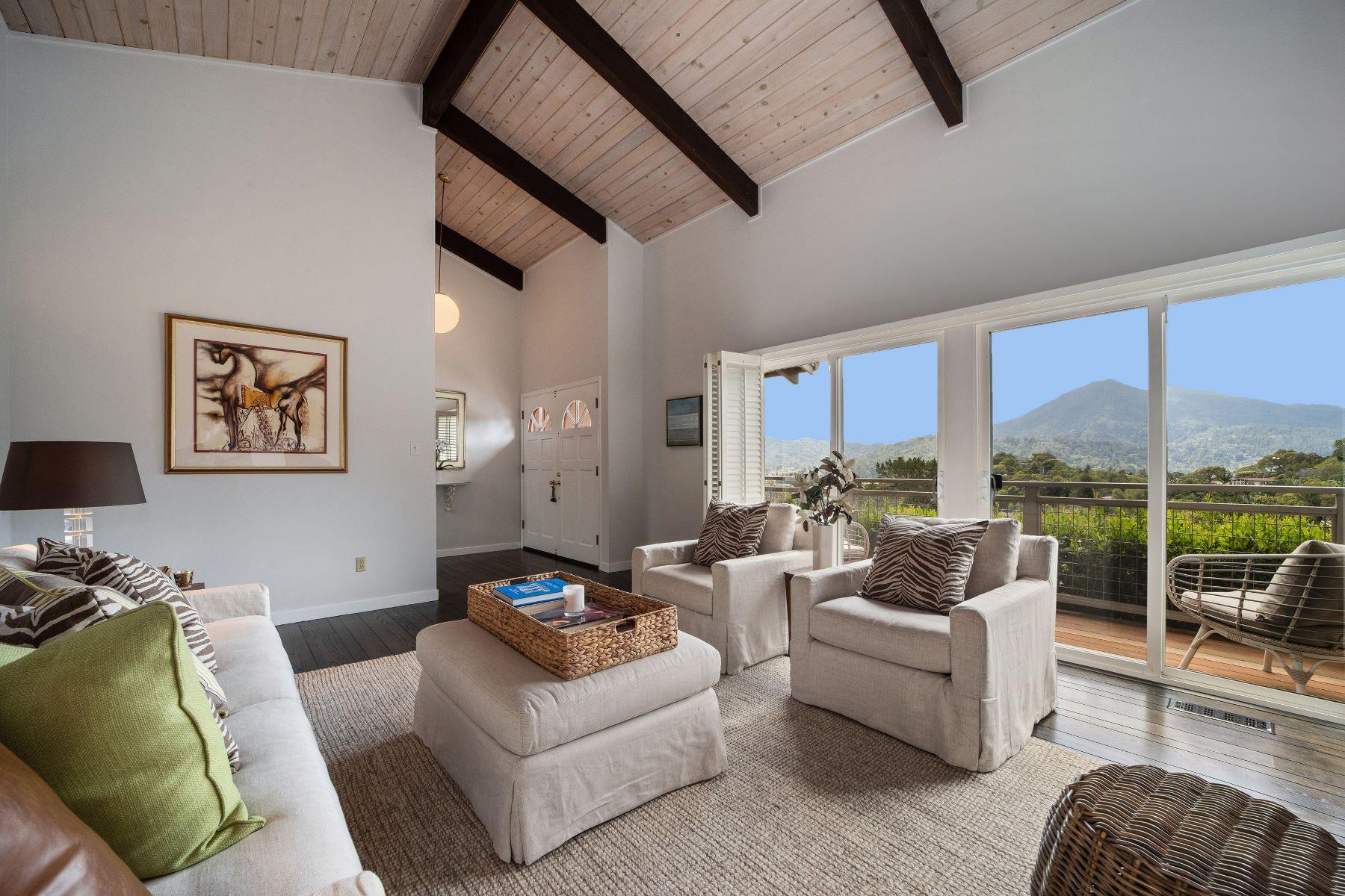 Casa Unifamiliar por un Venta en Mid-Century Modern with a View 82 Cielo Drive Greenbrae, California 94904 Estados Unidos