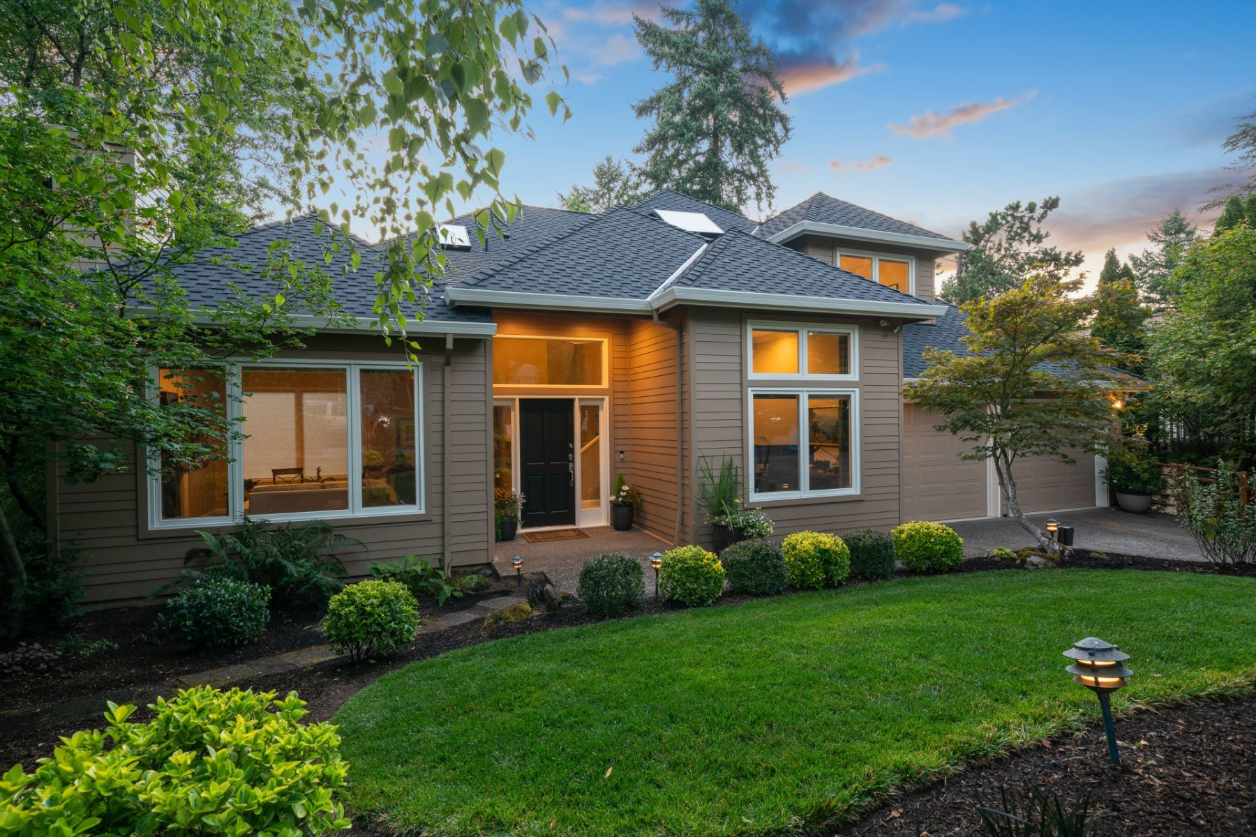 Single Family Homes para Venda às Main Canal Lake Oswego Contemporary 18124 Pioneer Court, Lake Oswego, Oregon 97034 Estados Unidos